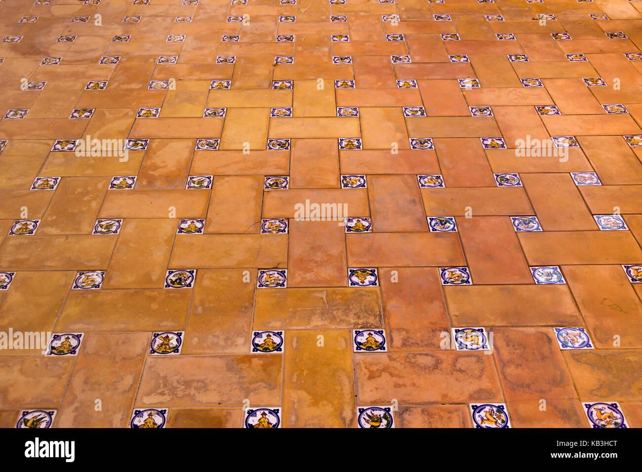 Primo piano della bella colorato mosaico piastrelle per pavimento