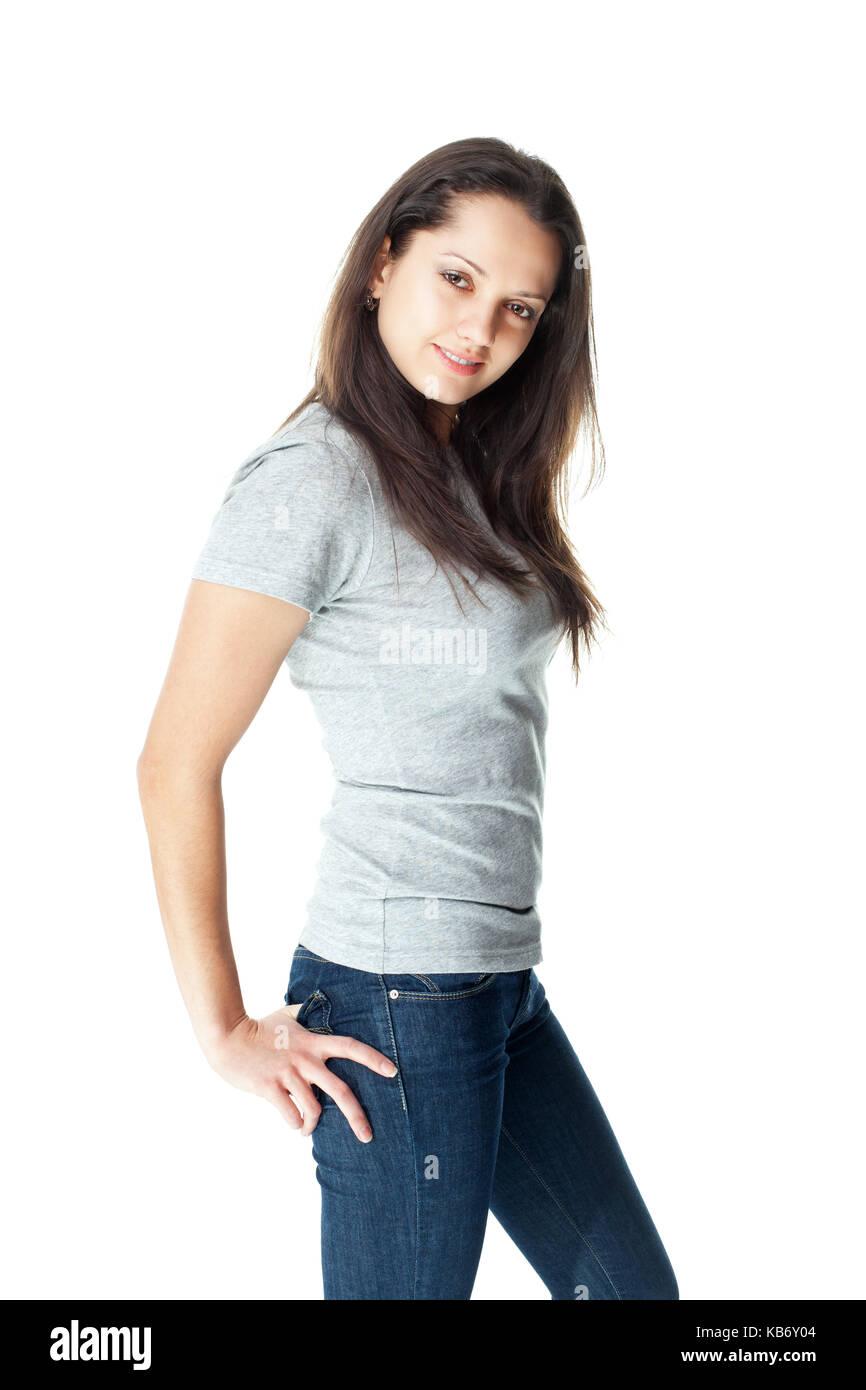 Ritratto di bella bruna giovane donna che indossa jeans blu e grigio t-shirt  isolati 6b35b26a0ccc