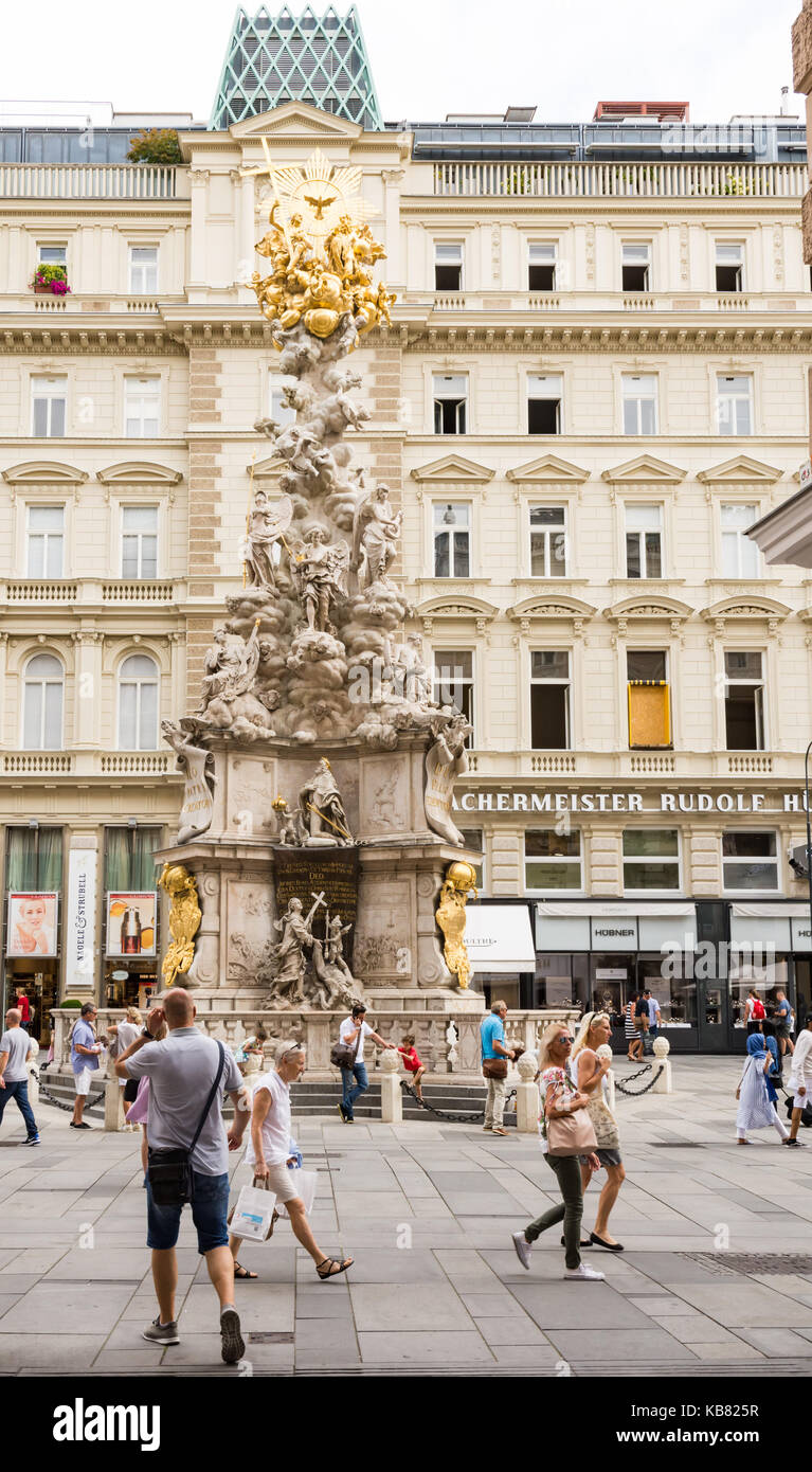 Vienna, Austria - 28 agosto: persone nella zona pedonale di Vienna, in Austria il 28 agosto 2017. foto con vista Immagini Stock