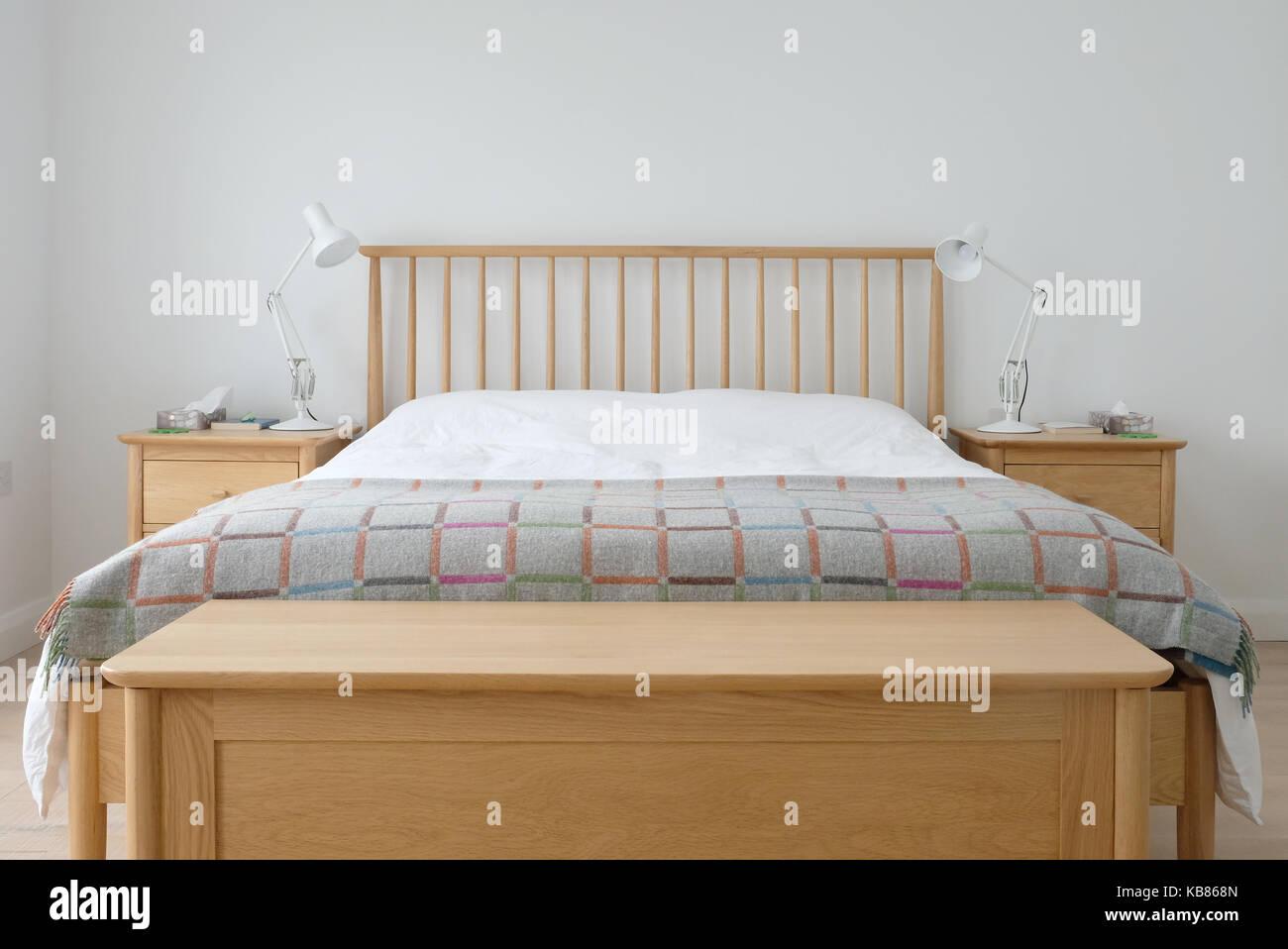 Camera Da Letto Bianca Pareti : Scandinavian ispirato interiore camera da letto che mostra la