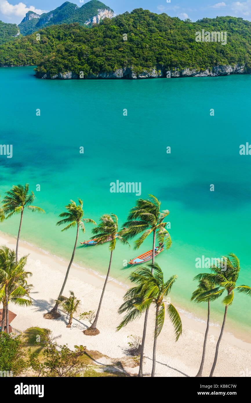 Paradise Beach sull'isola tropicale. Ang Thong National Marine Park,della Thailandia. Vista superiore Immagini Stock