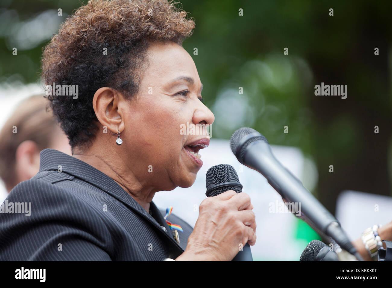 Congressista Barbara Lee, XIII quartiere congressuale di Oakland, California, parlando per la salute della donna dibattito sulla Capitol Hill - Washington DC USA Foto Stock
