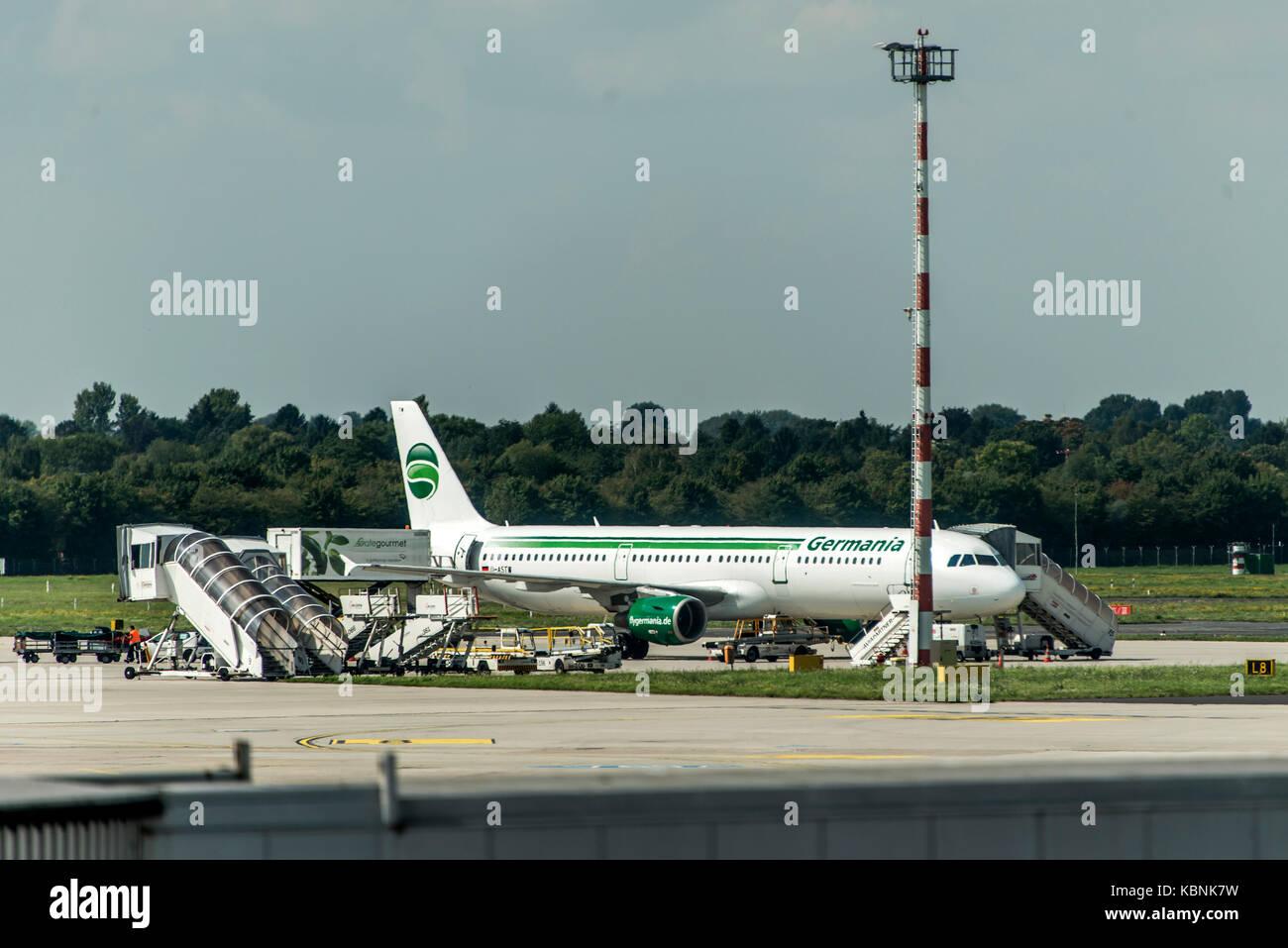 Dusseldorf GERMANIA - settembre 2017 Germania Airbus A321-211 parcheggio presso l'aeroporto tedesco essendo Immagini Stock