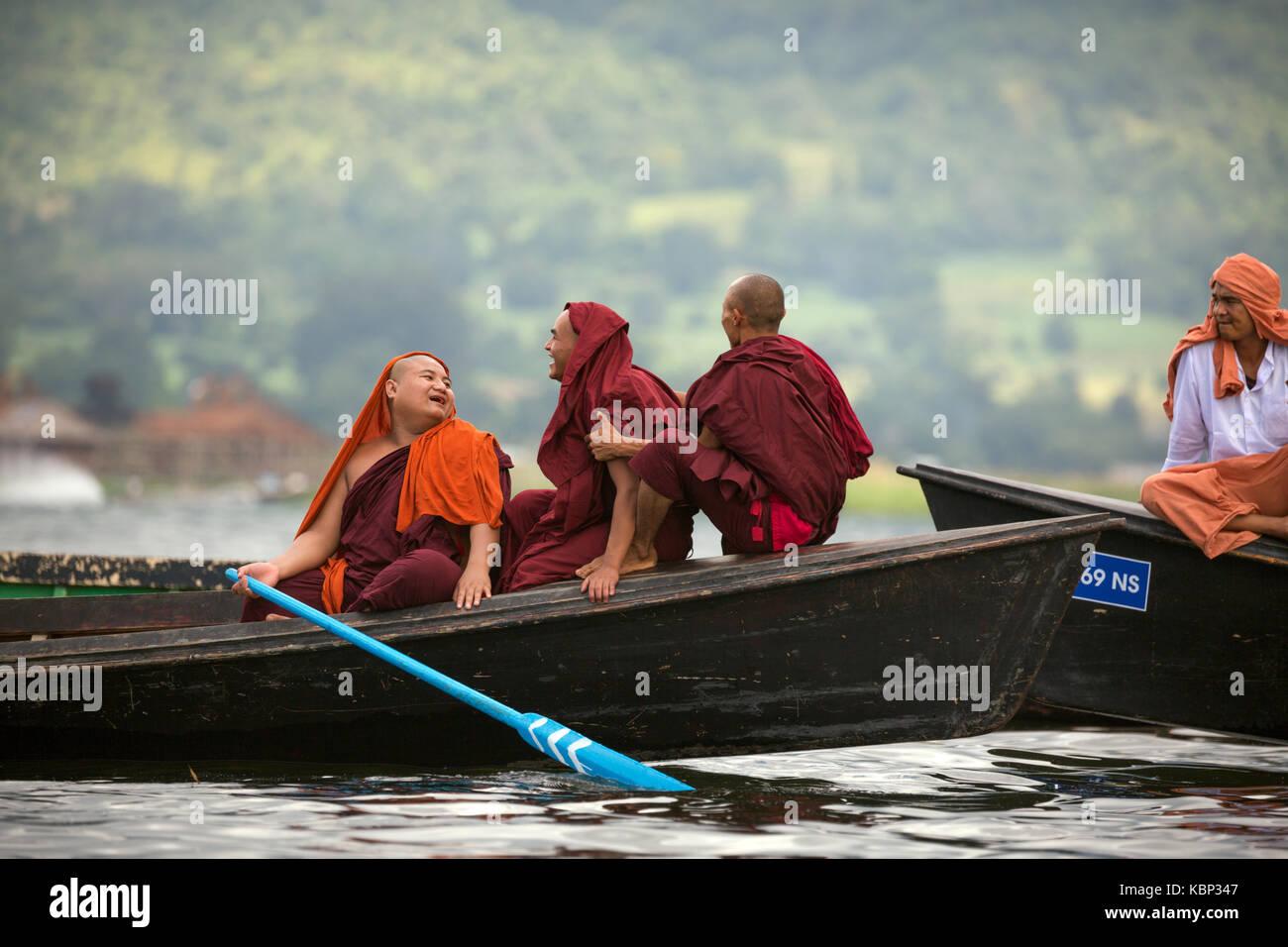 Asia, myanmar, shen stato, Lago Inle, boat race competition durante phaung daw oo pagoda festival, inn kaung village, Immagini Stock