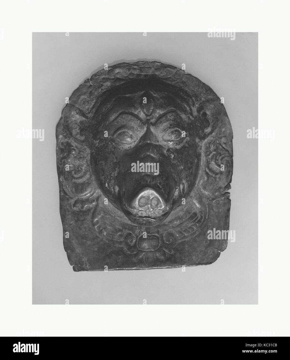 Placca in rilievo della divinità Indù, probabilmente processionale: Faccia del Varaha, probabilmente XIV Immagini Stock