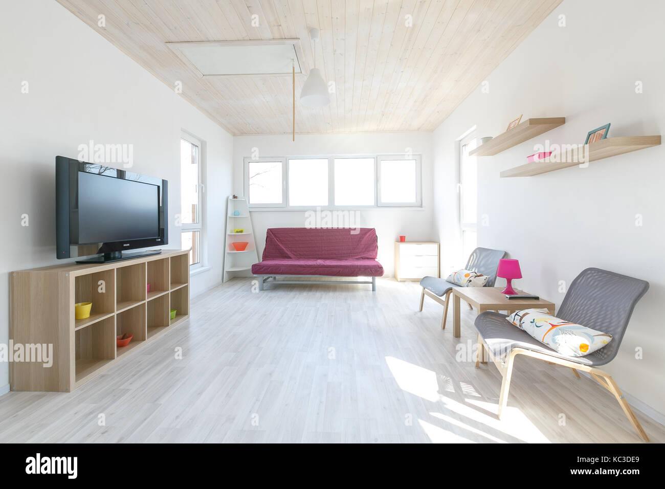 Pavimento Bianco Colore Pareti : Incredibile interni scandinavo di una casetta di legno pareti di