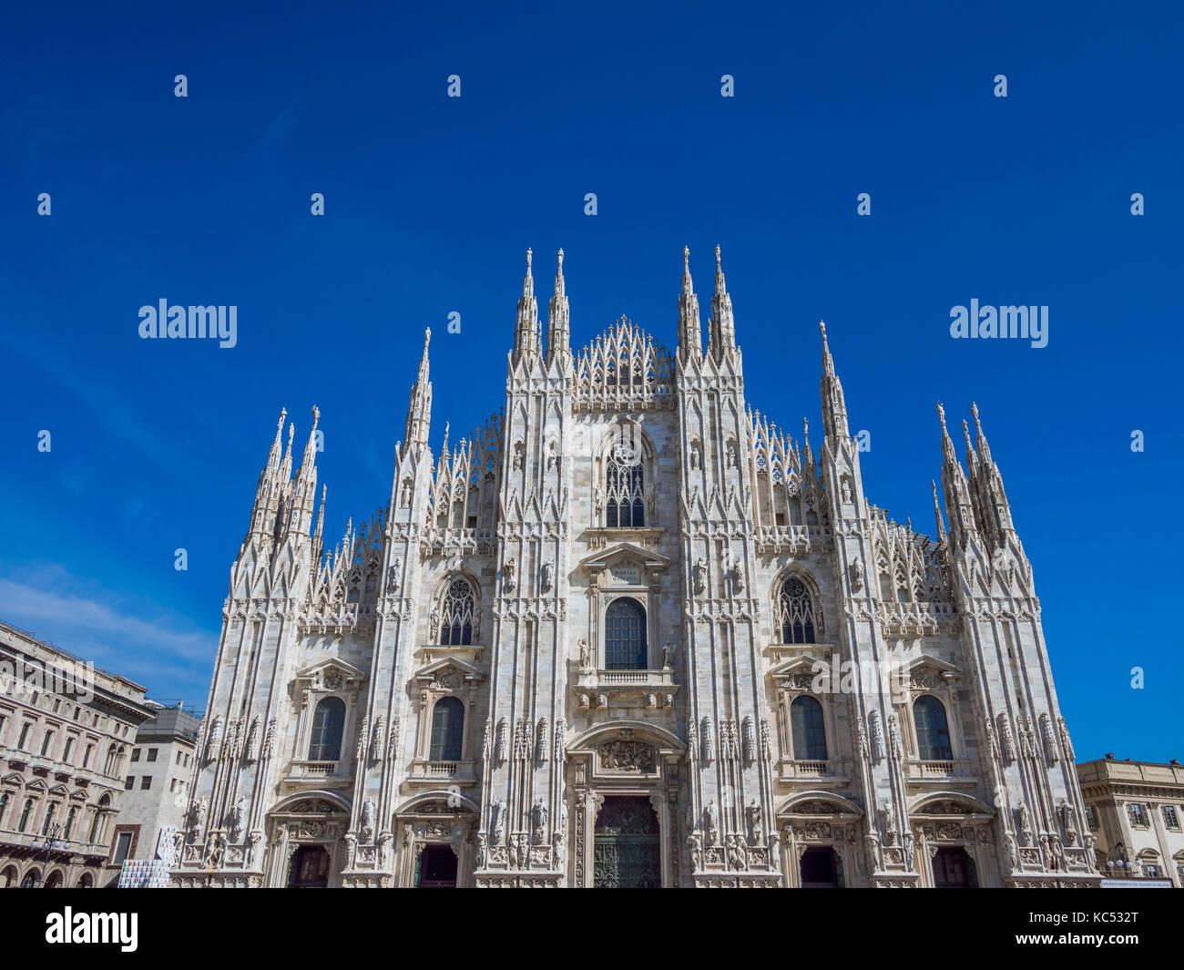 Il duomo di Milano e il duomo di santa Maria Nascente, milano, lombardia, italia, europa Immagini Stock