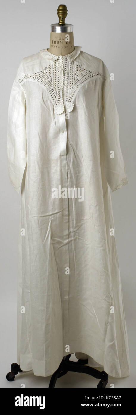 Nightgown, 1860s-80s, americano o europeo, biancheria da letto Immagini Stock