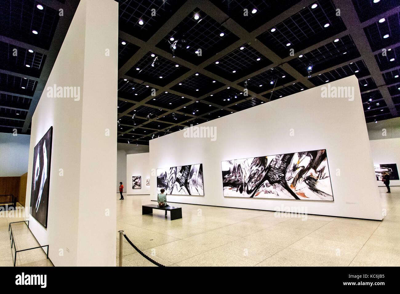 Il design di interni e illuminazione della neue galleria darte