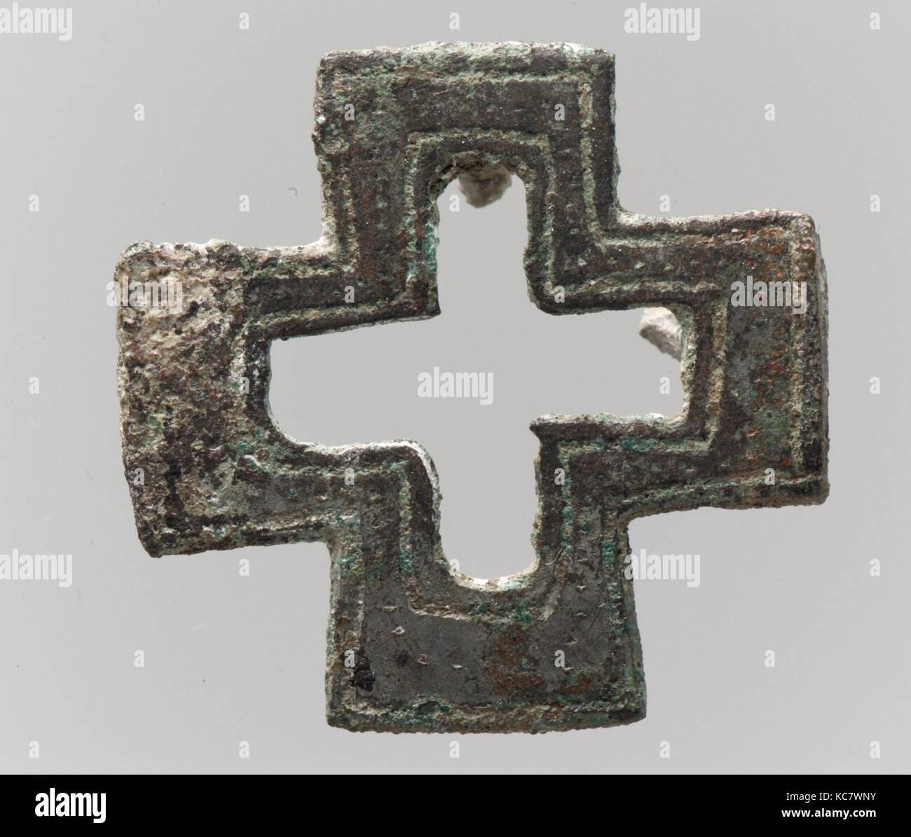 4d3614adaf Borsa il monte a forma di croce, 600-700, realizzata in Francia francone,  argentato in lega di rame, complessivo: 1 1/8 x 1 1/8 x 3/8 poll.