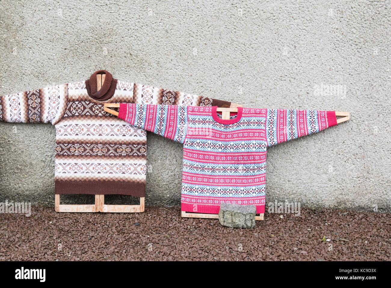 Fair Isle ponticelli a maglia su schede di ponticello al di fuori delle isole Shetland museo tessile, bod di Gremista, Immagini Stock