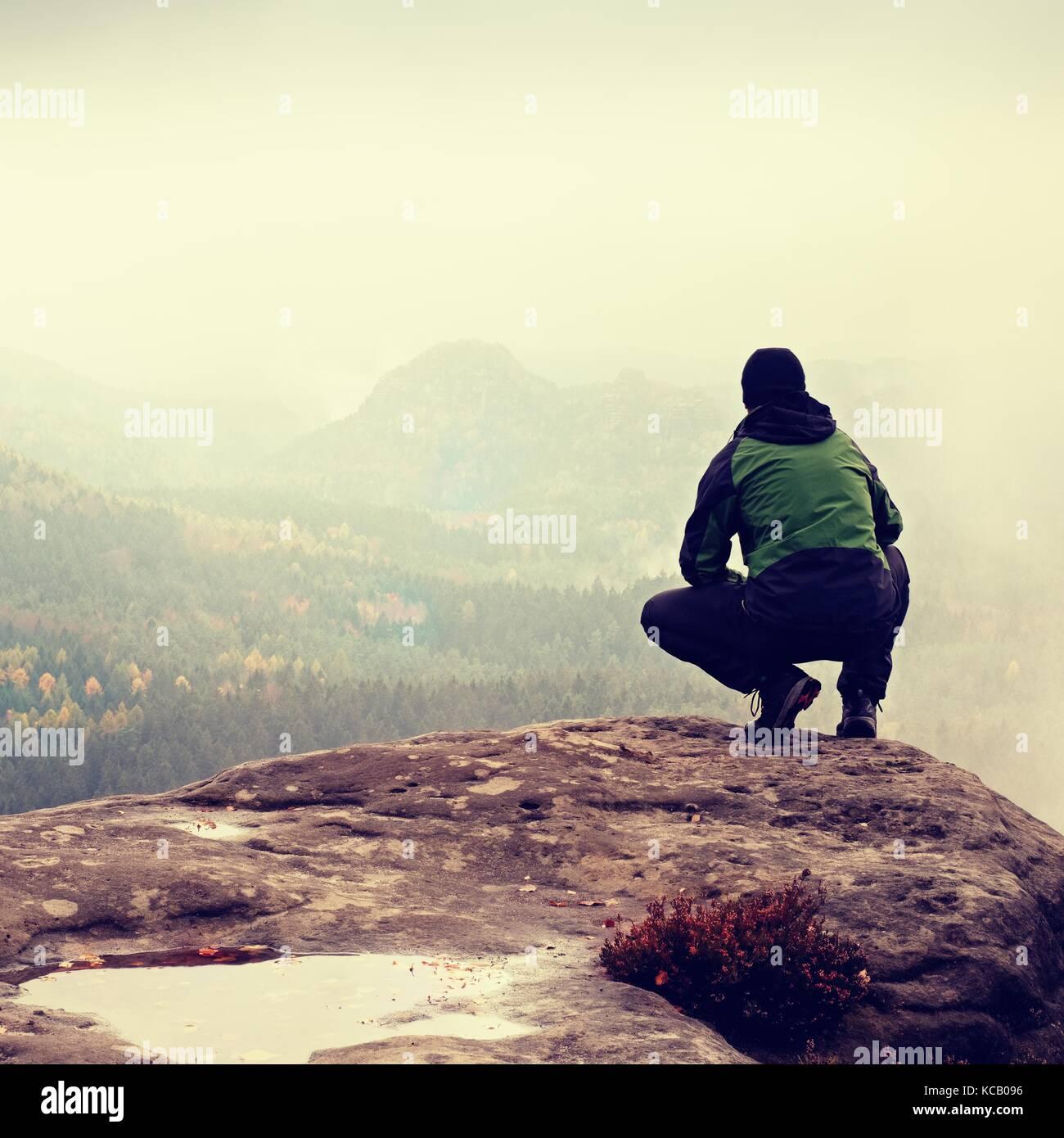 Escursionista in verde giacca a vento 9660eefd0ffb