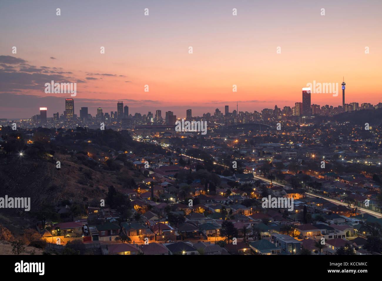 Vista della skyline al tramonto, Johannesburg gauteng, sud africa Immagini Stock