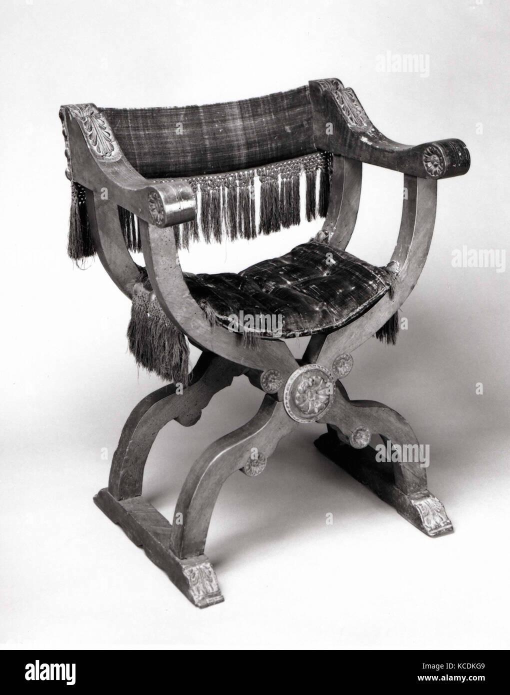 Hip-comune di poltrona (Dantesca tipo), quindicesimo o sedicesimo secolo (tessili); xix secolo (?) con parti in Immagini Stock