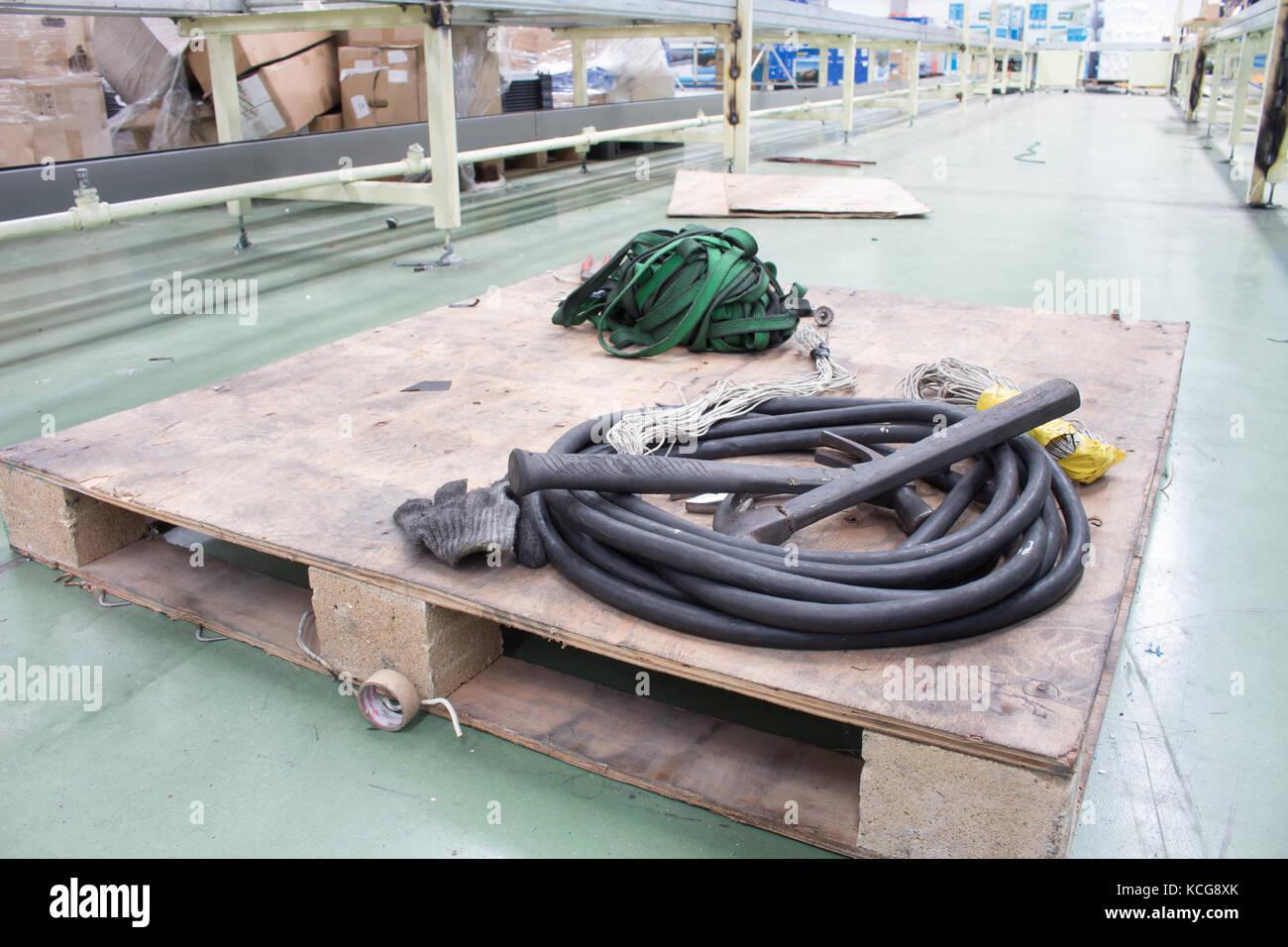 Martelli e elettrico del filo della linea di produzione setup Foto Stock