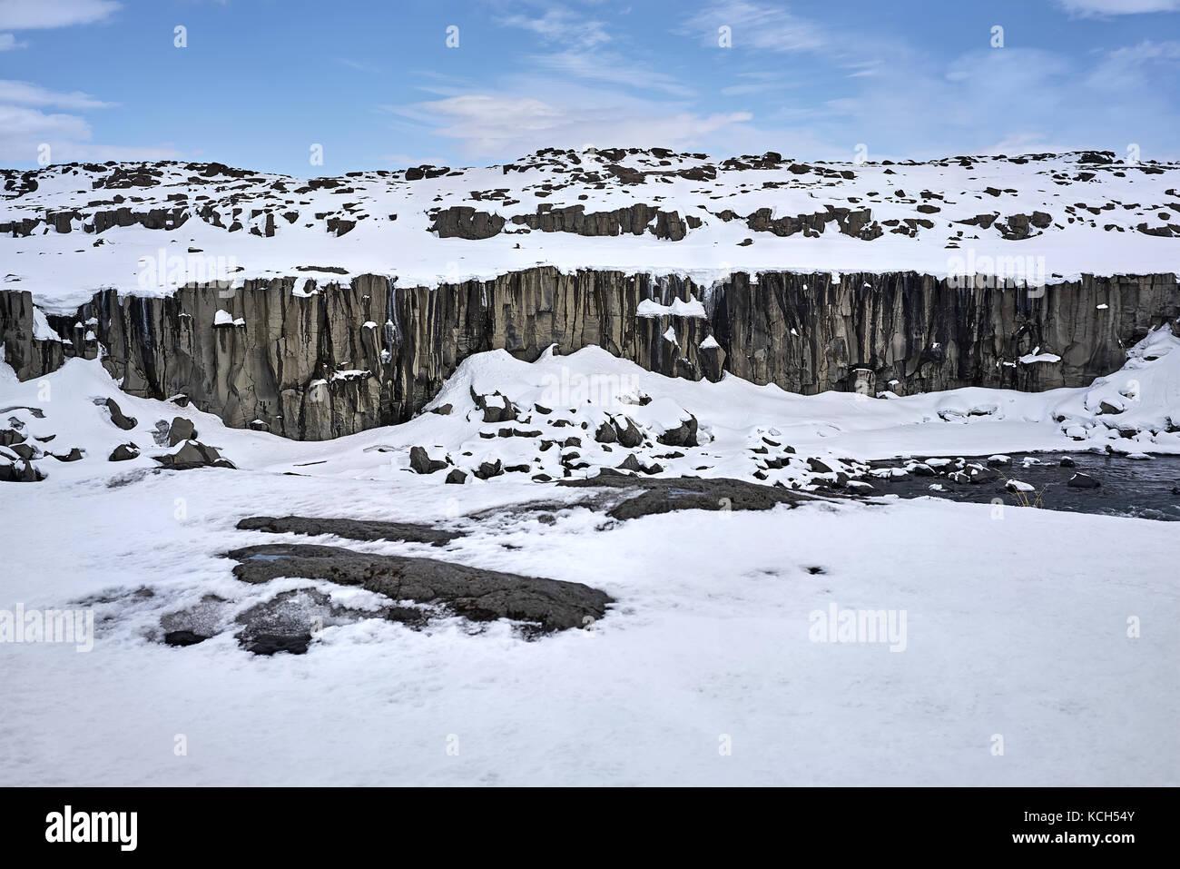 Paesaggio islandese con il fiume Immagini Stock