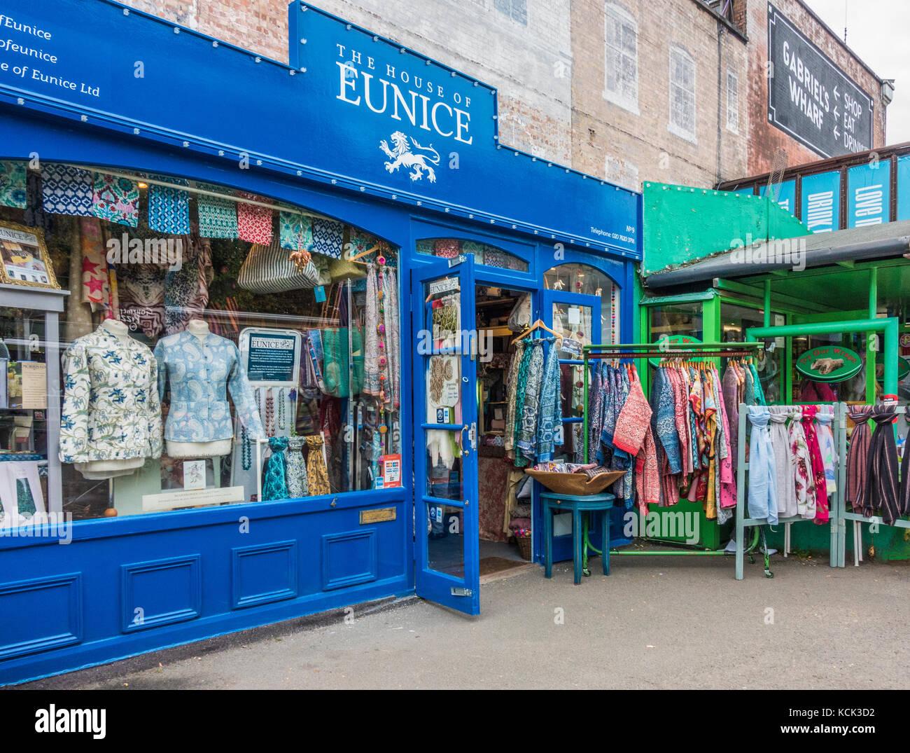 La casa di Eunice - un pittoresco, un commercio equo ed etico, tessuti eleganti, i prodotti tessili e di abbigliamento Immagini Stock