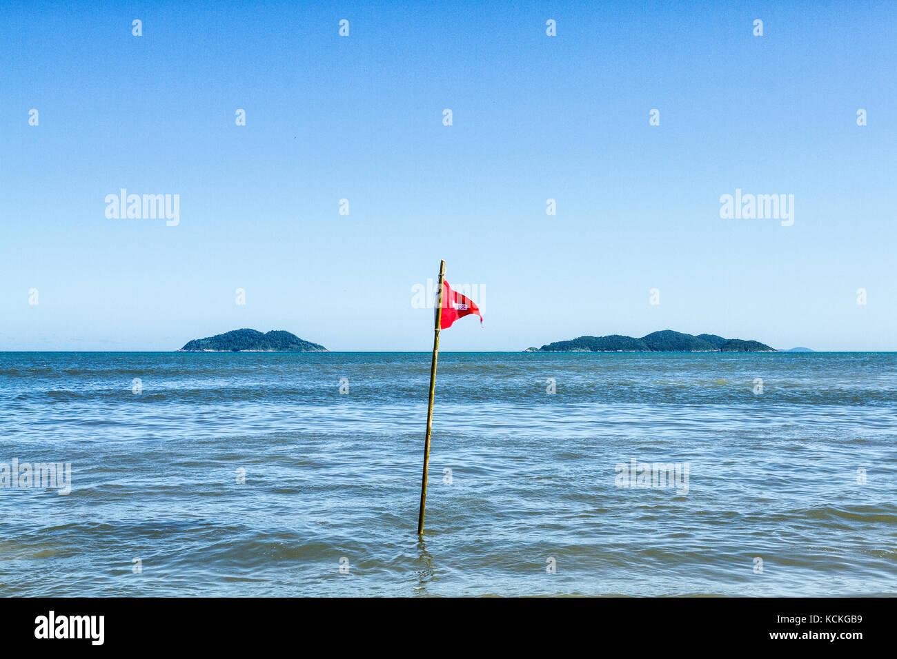 Condizioni pericolose segno in acores beach. florianopolis, Santa Catarina, Brasile. Immagini Stock