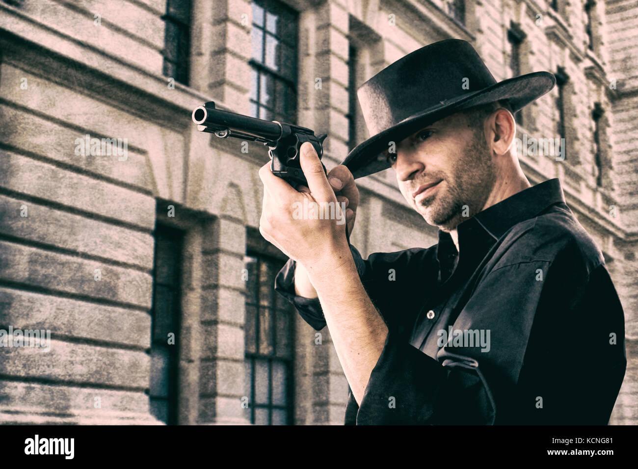 Cowboy puntando una pistola Foto Stock