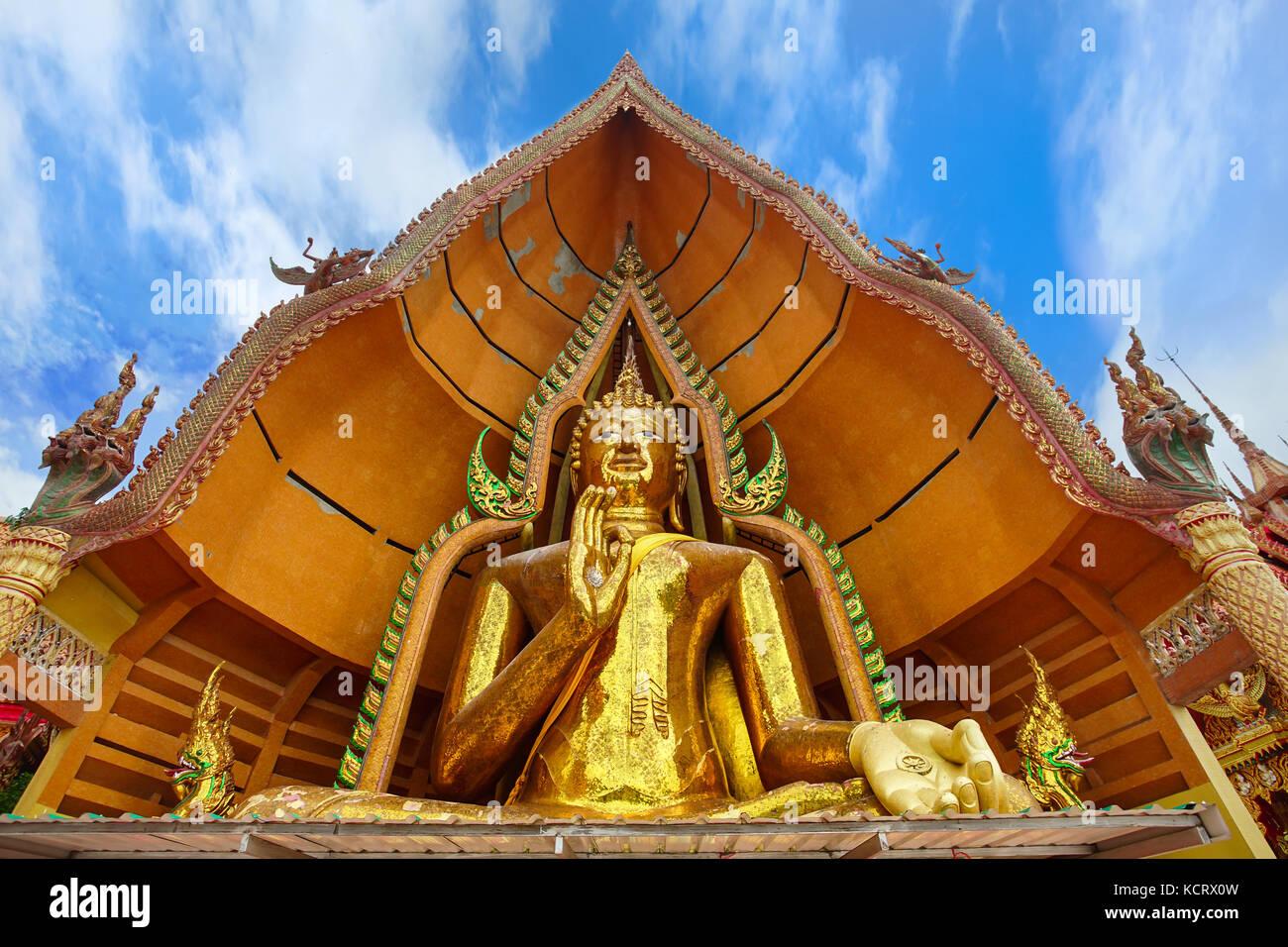 Il grande splendida bhudda in Wat Tham sua Kanchanaburi Thailandia Immagini Stock