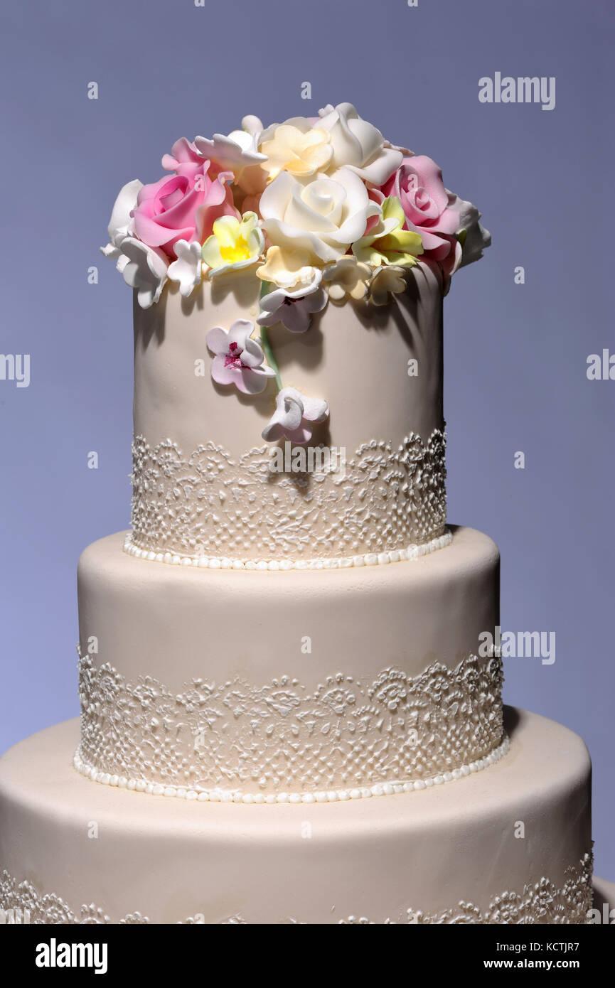 Torta di Nozze, dolce, celebrazione, occasione, calorie, zucchero, dolcezza,lifestyle, azienda dolciaria, Immagini Stock