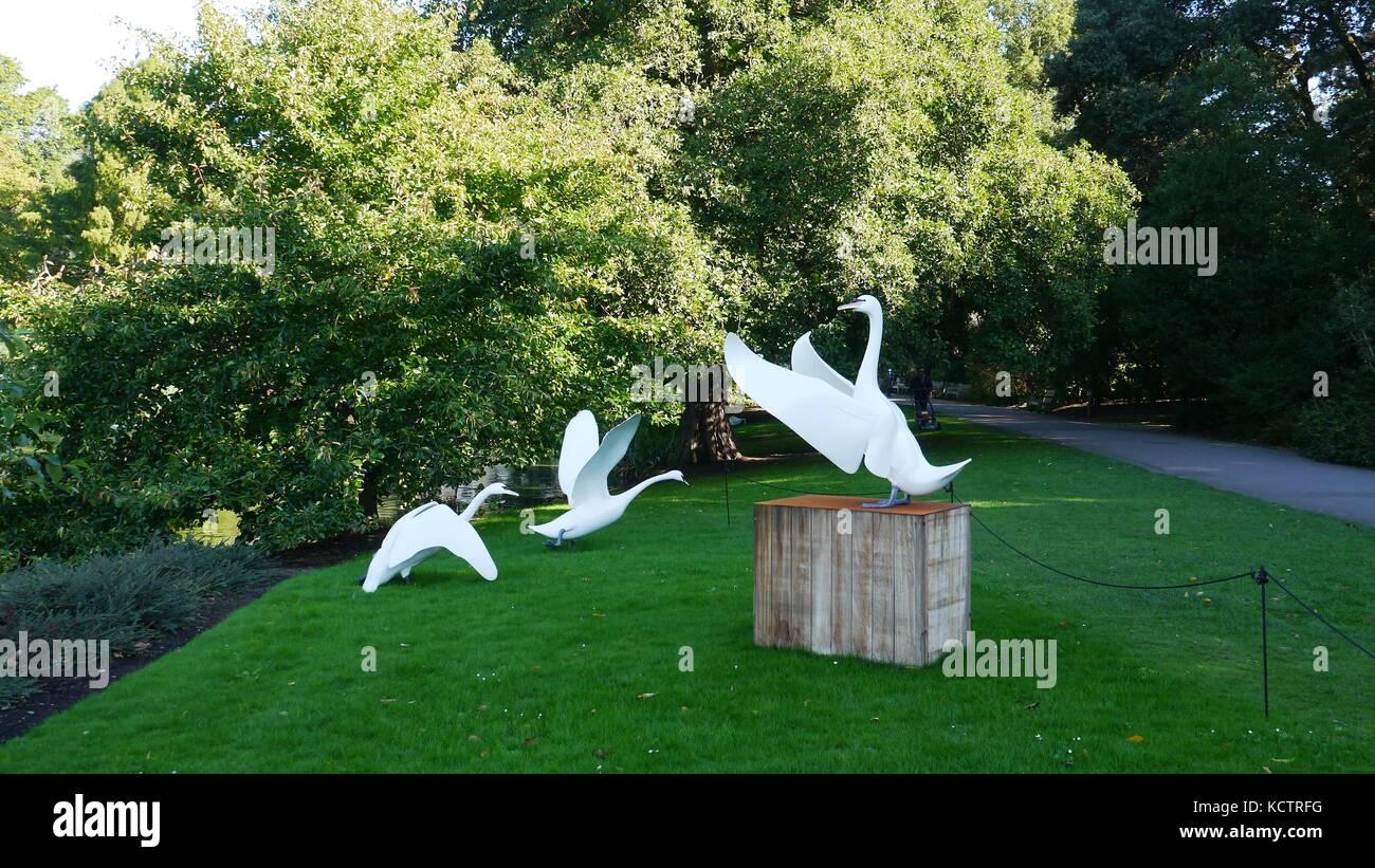 Crescendo crescendo swan swan scultura di mark dedrie a kew gardens Immagini Stock