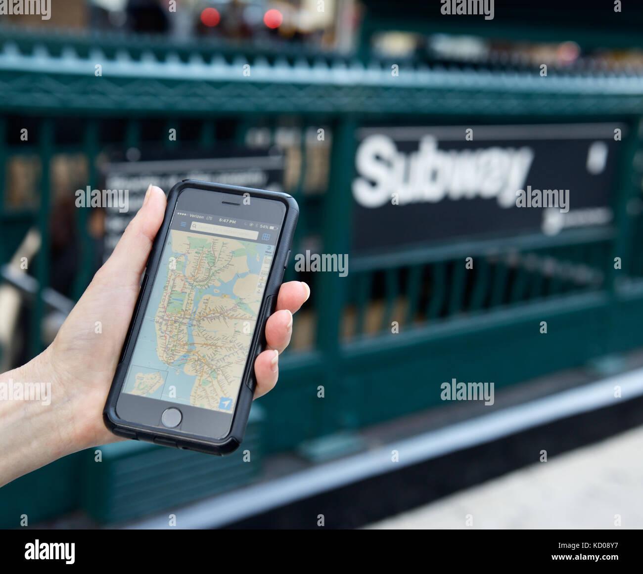 Mappa della metropolitana app applicazione sul telefono cellulare, New York City Immagini Stock