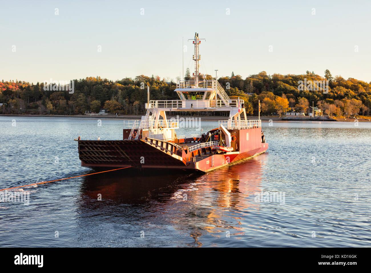 Traghetto per auto lasciando brundage punto river center di fiume Saint John, grand bay-Westfield, New Brunswick, Foto Stock