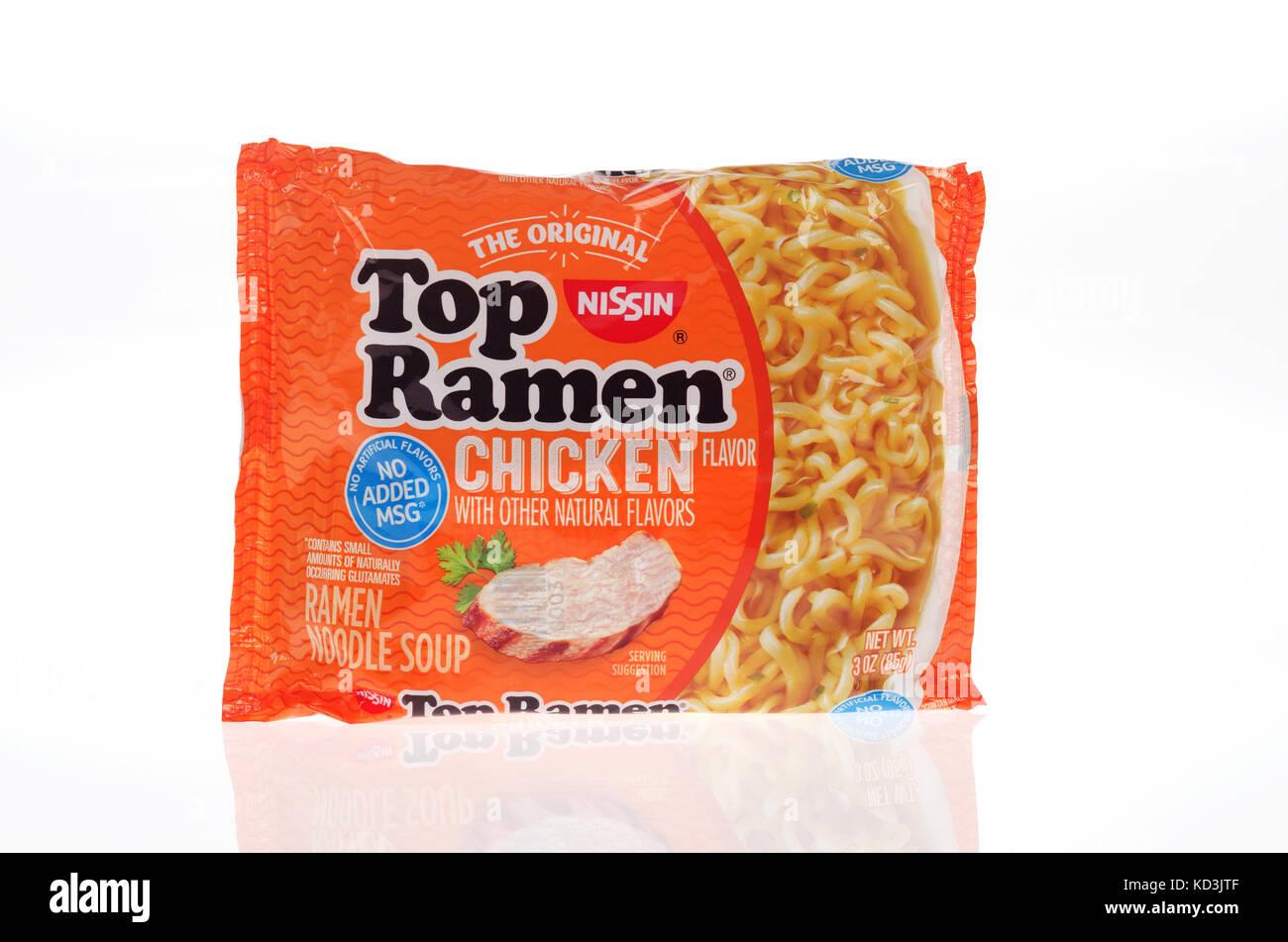 Originali non aperti Top Nissin Ramen zuppa di noodle al pollo nel sapore con il nuovo imballaggio senza aromi artificiali Immagini Stock