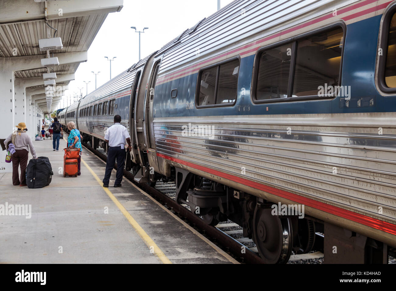 Miami Florida ferrovia stazione di treno Amtrak a smettere di arrivo dello sbarco di passeggeri membri dell equipaggio Immagini Stock