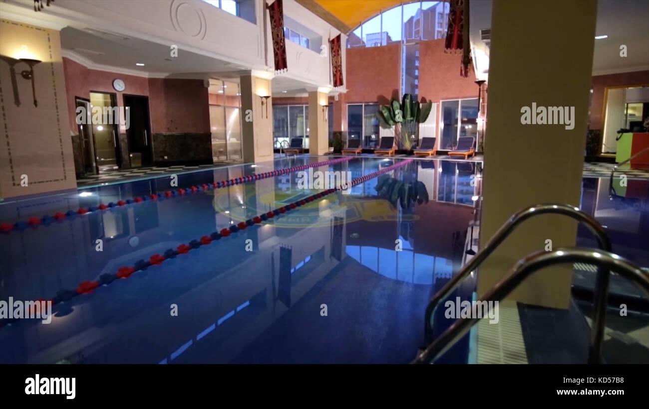 Giardini Moderni Con Piscina : Casa moderna con piscina architettura casa con giardino piscina