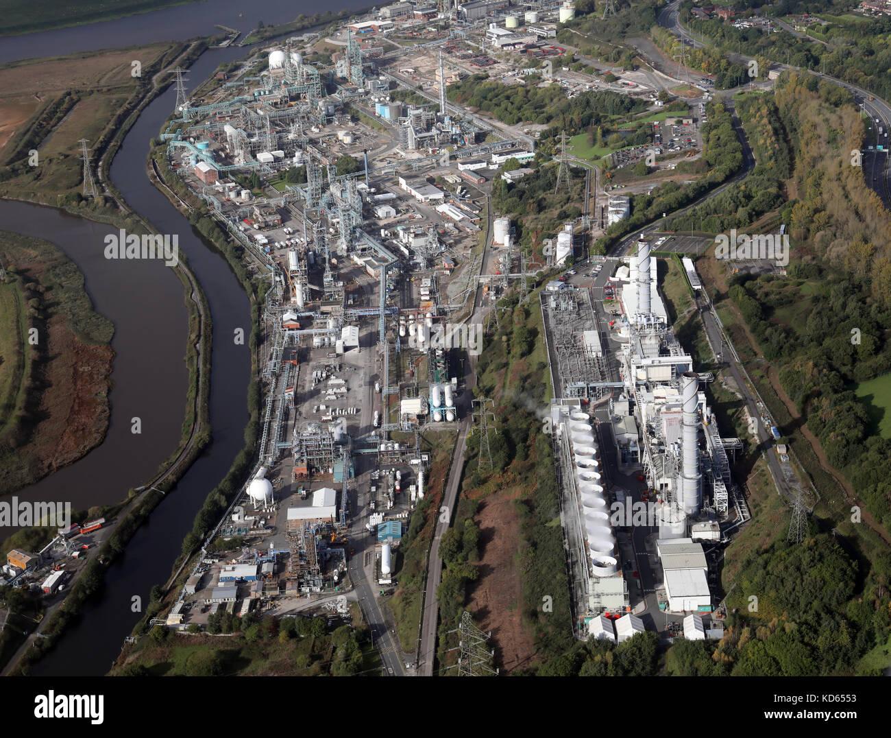 Vista aerea di opere chimiche lungo il tessitore di canale di navigazione a Runcorn compreso il Rocksavage Power Immagini Stock