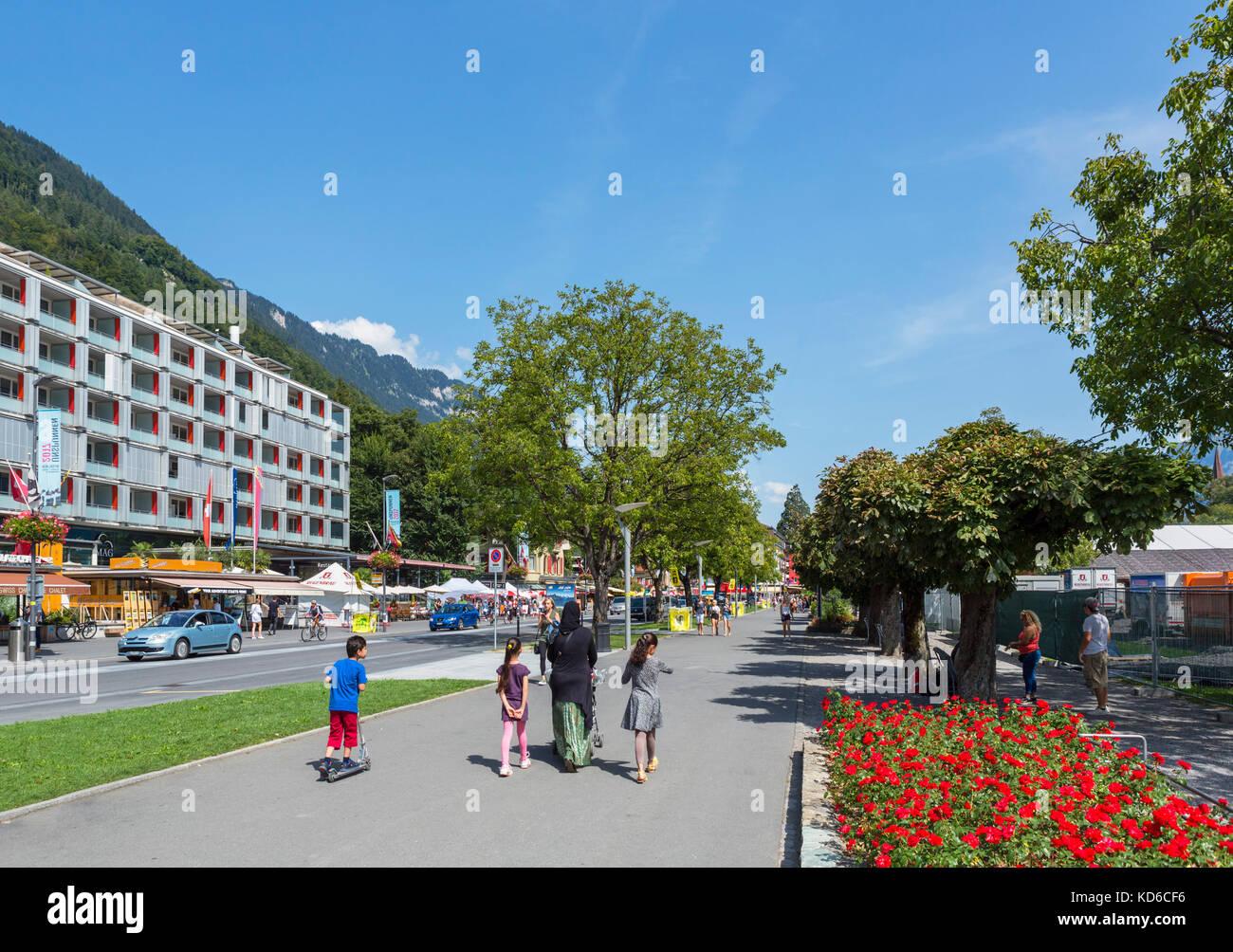 Höheweg, la strada principale di Interlaken, Svizzera Immagini Stock