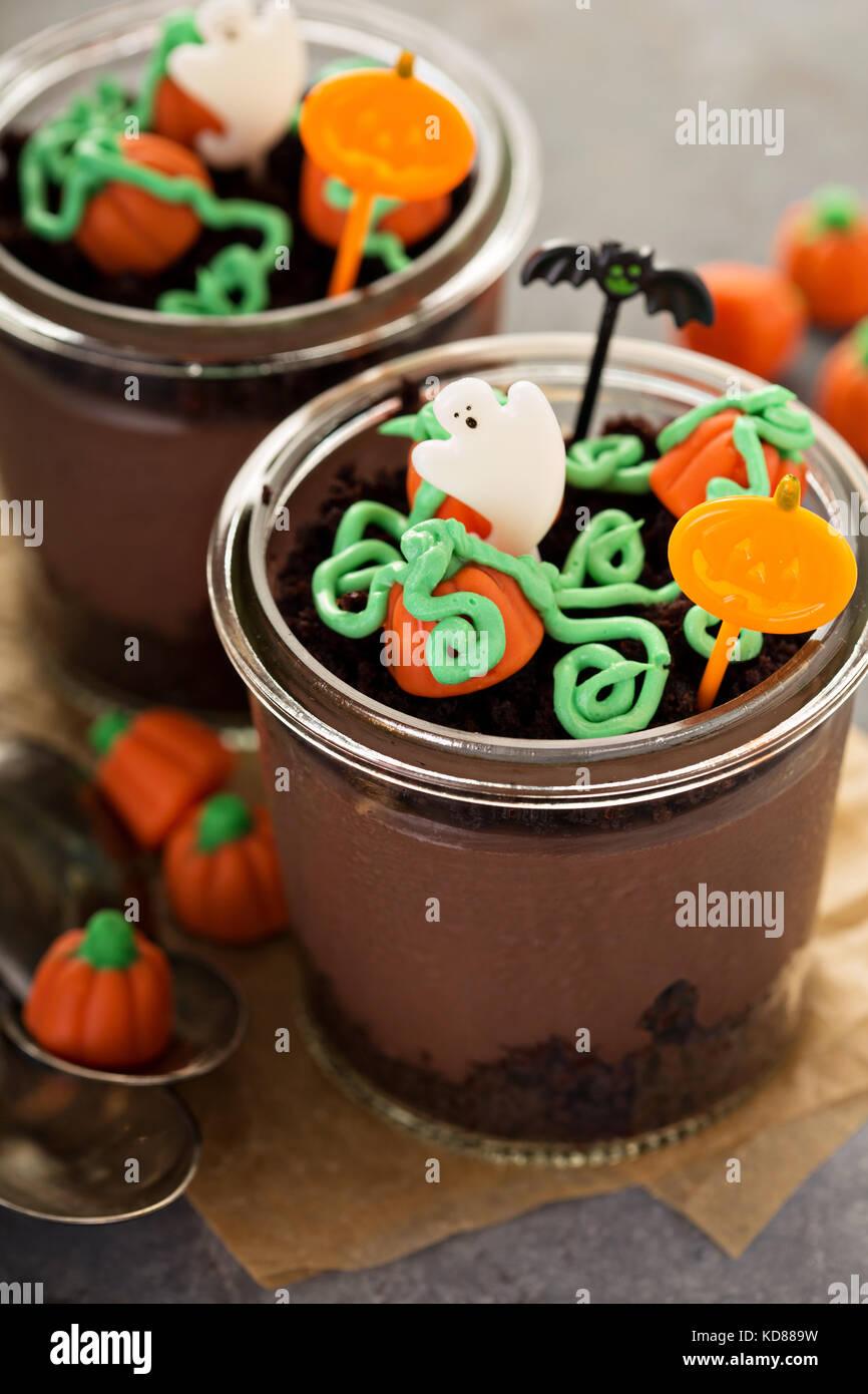 Dessert di Halloween in un vaso, budino di cioccolato Immagini Stock