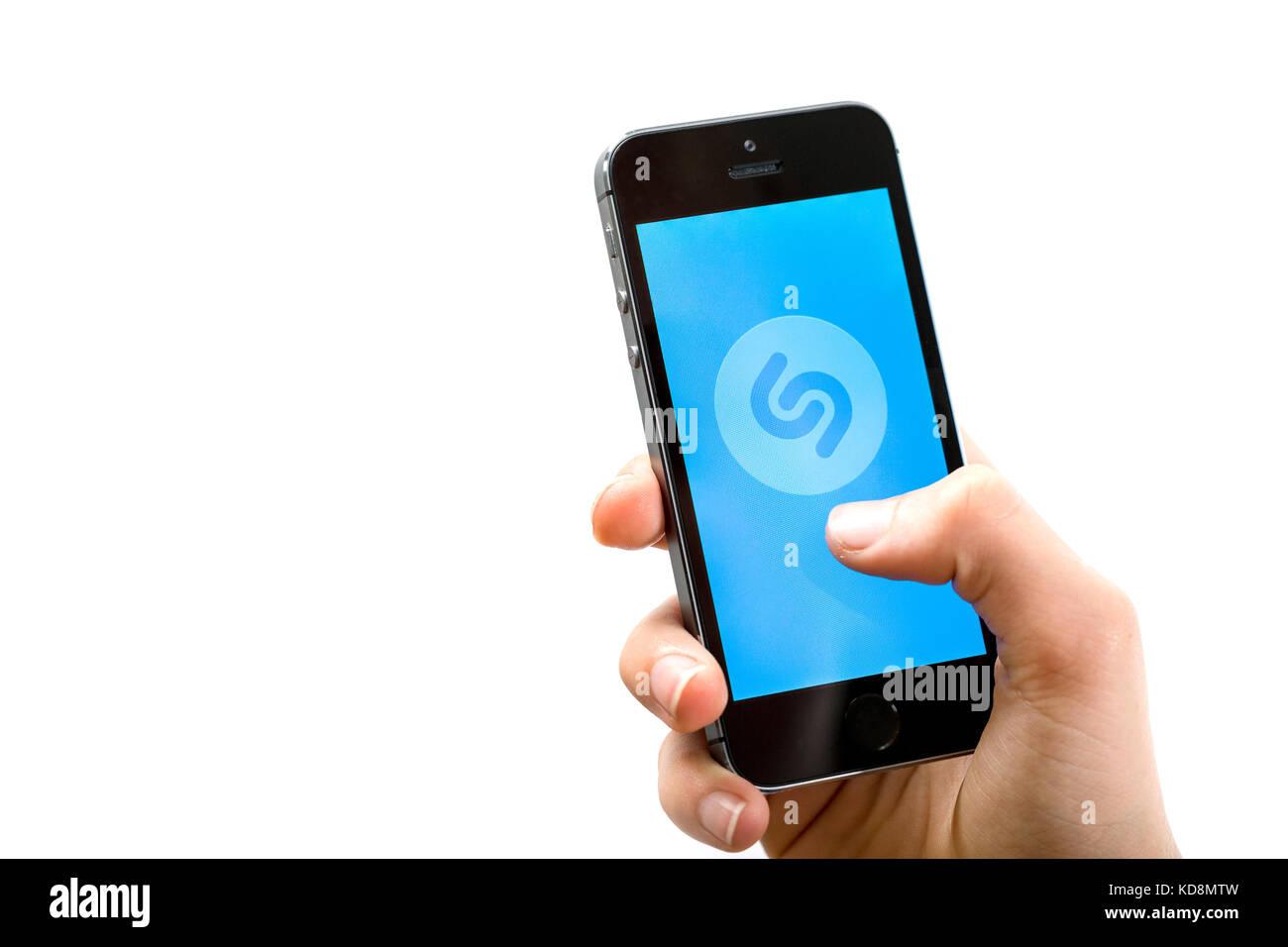 Shazam App su un telefono cellulare Immagini Stock