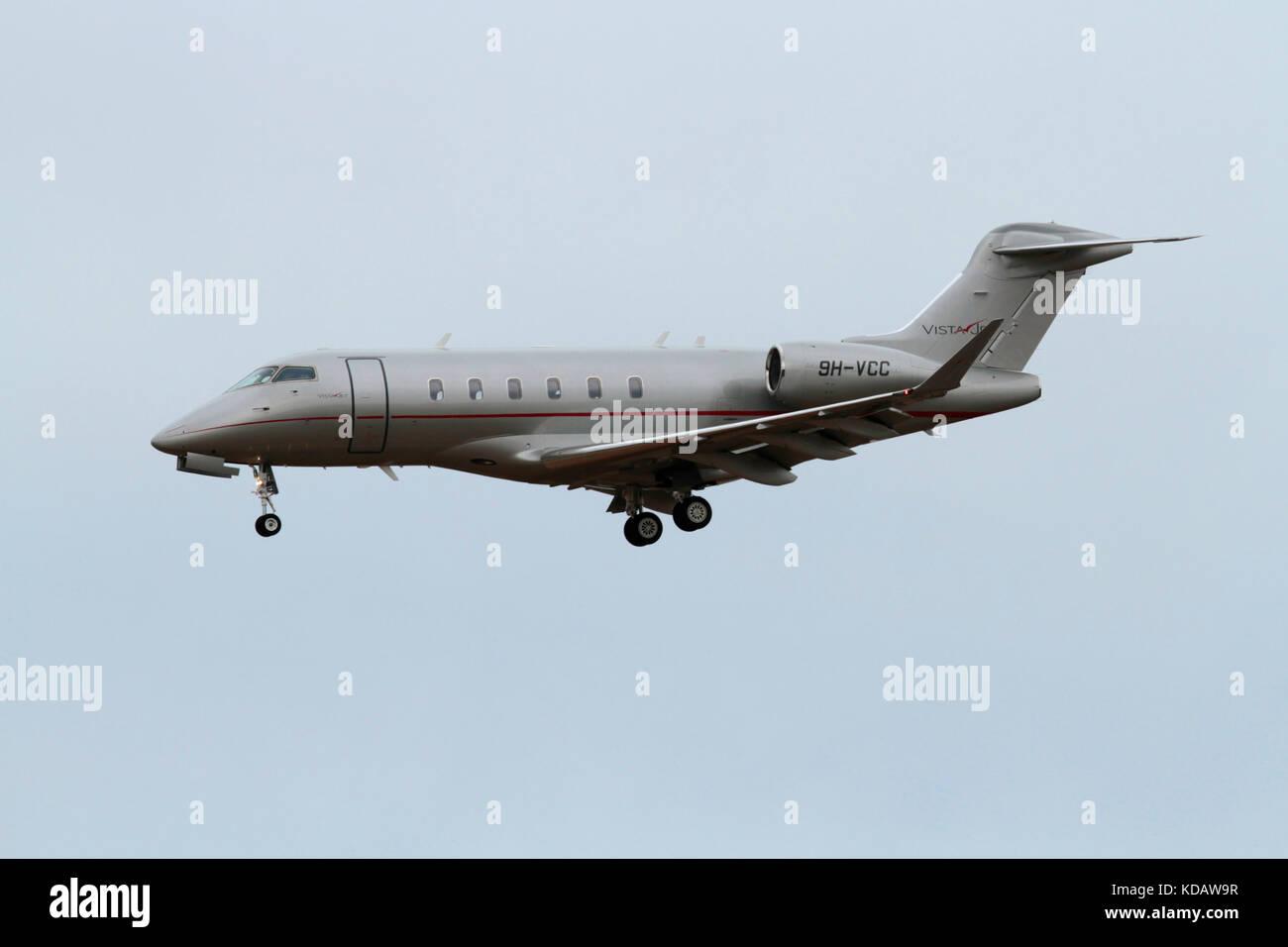 Bombardier Challenger 350 business jet azionato da Vistajet Immagini Stock