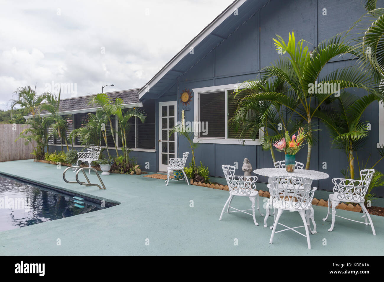 Tavoli E Sedie In Ferro Per Esterno.Home Esterno Outdoor Living Blu Patio Area Salotto Bianco Con