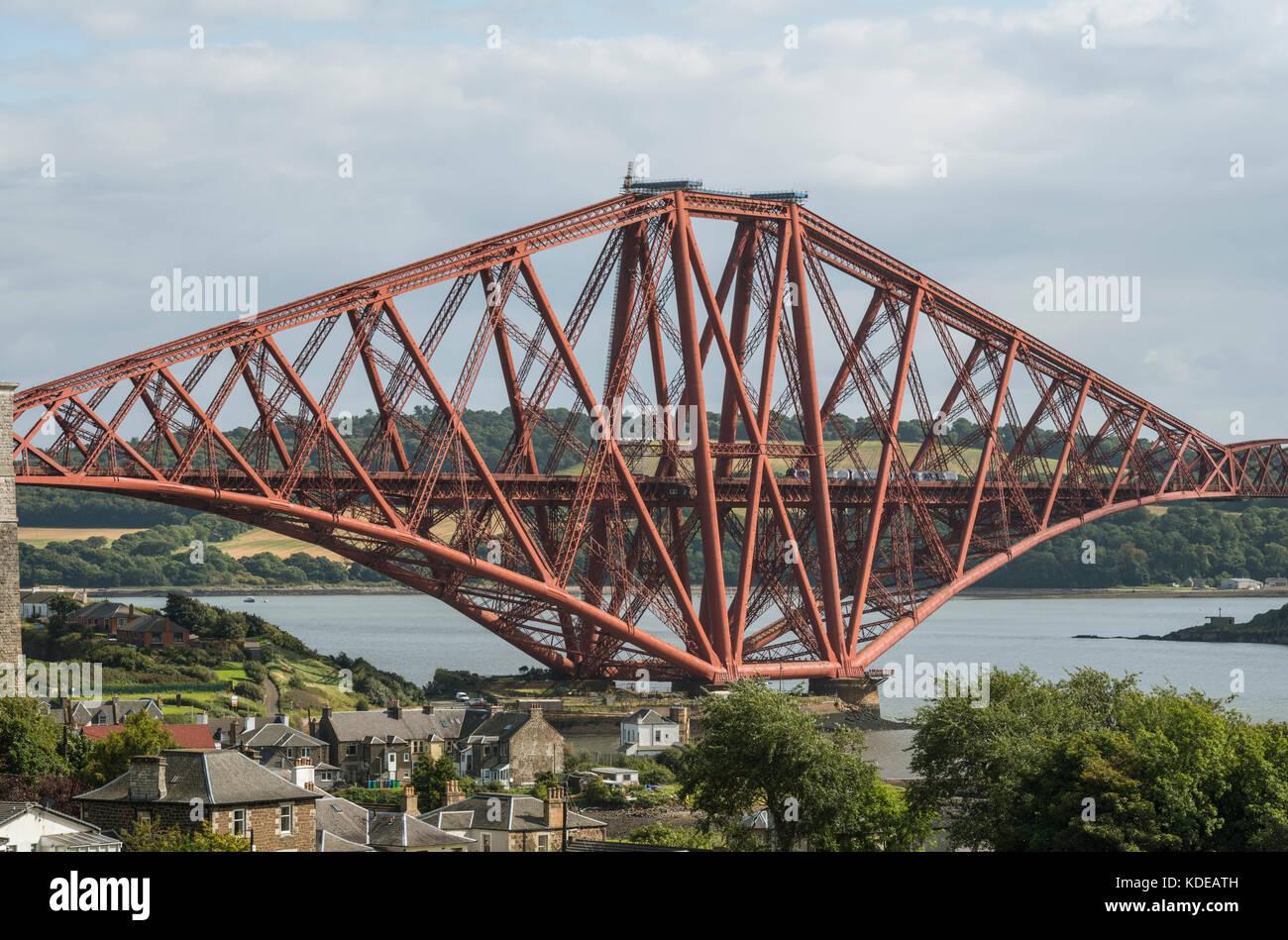 Forth Bridge da North Queensferry, Scotland, Regno Unito Immagini Stock