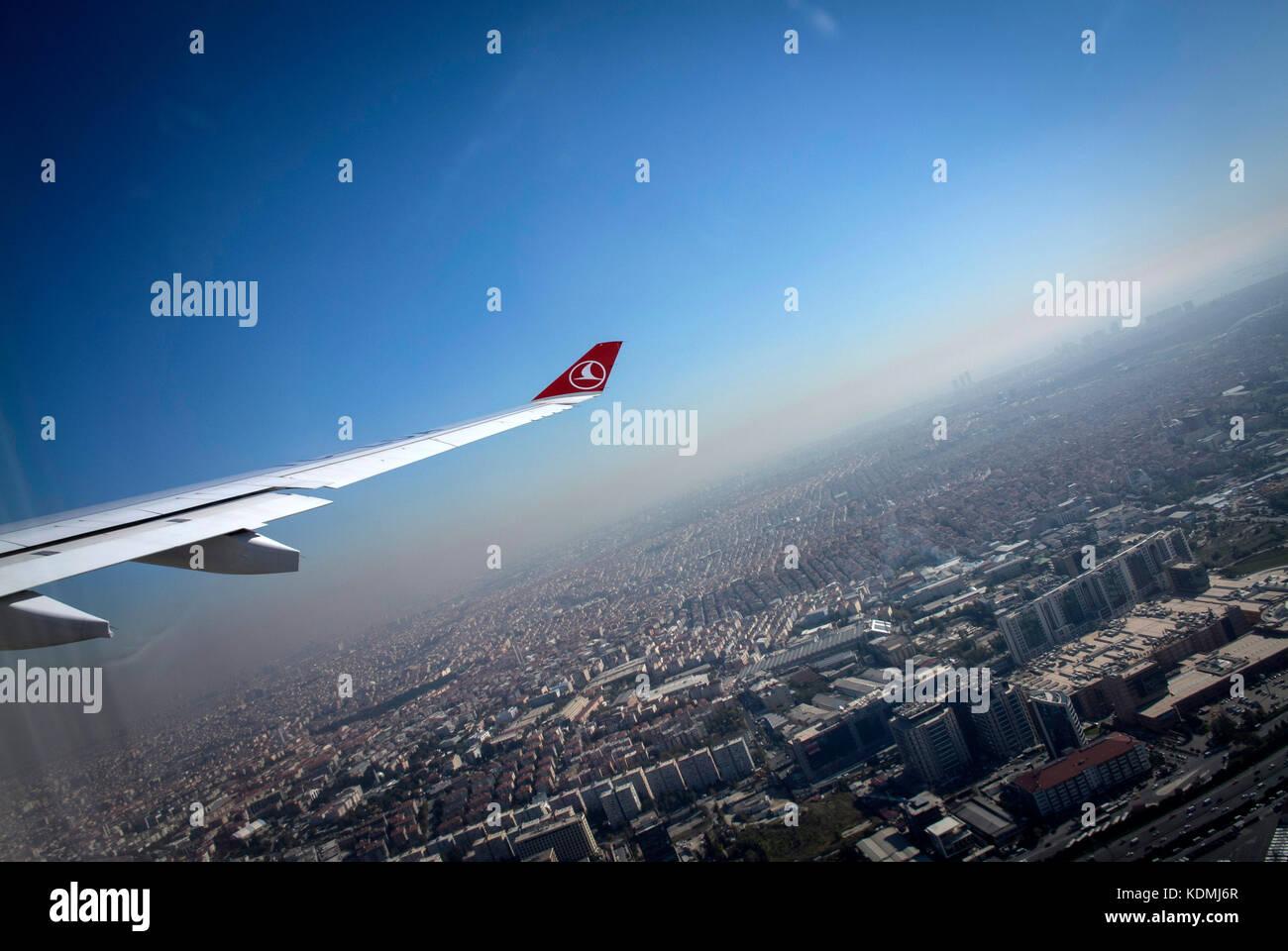Il decollo dall'aeroporto di Istanbul in Turchia. Immagini Stock