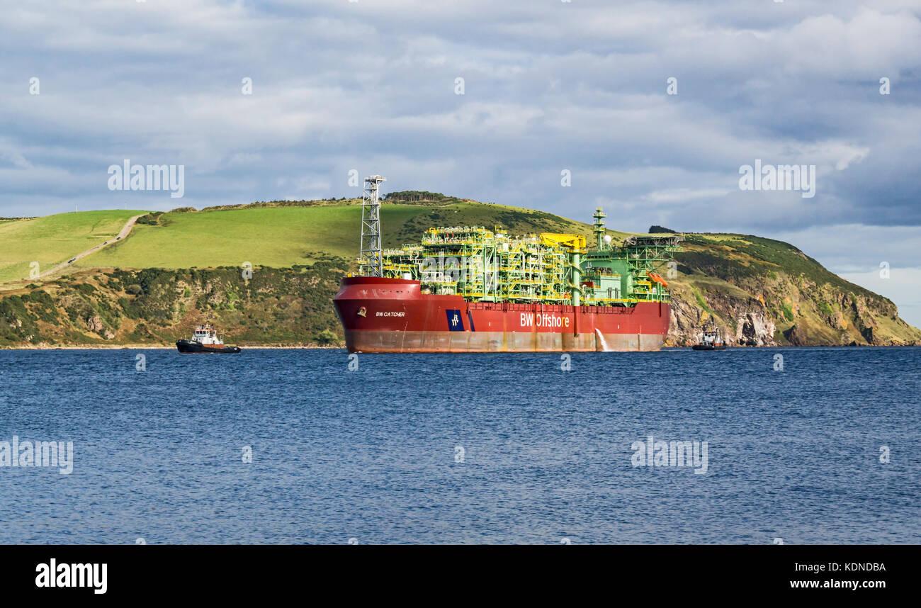 Premier Oil's Floating Production Storage Offloading e (FPSO) nave BW Catcher preparando per ormeggio al Global Foto Stock