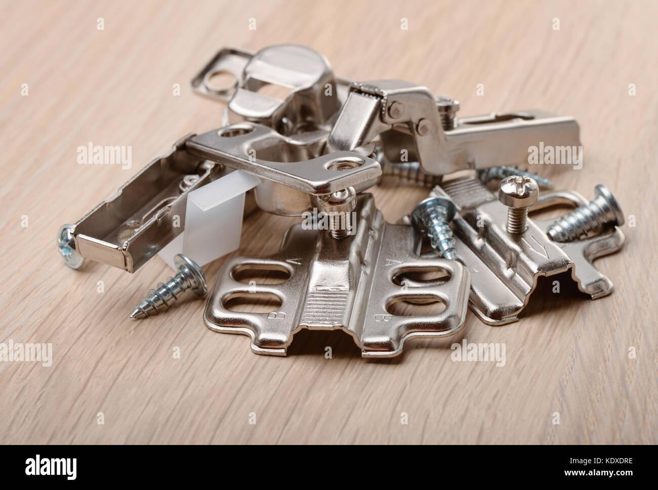 Close up accessori per mobili sulla scheda di mobili Immagini Stock