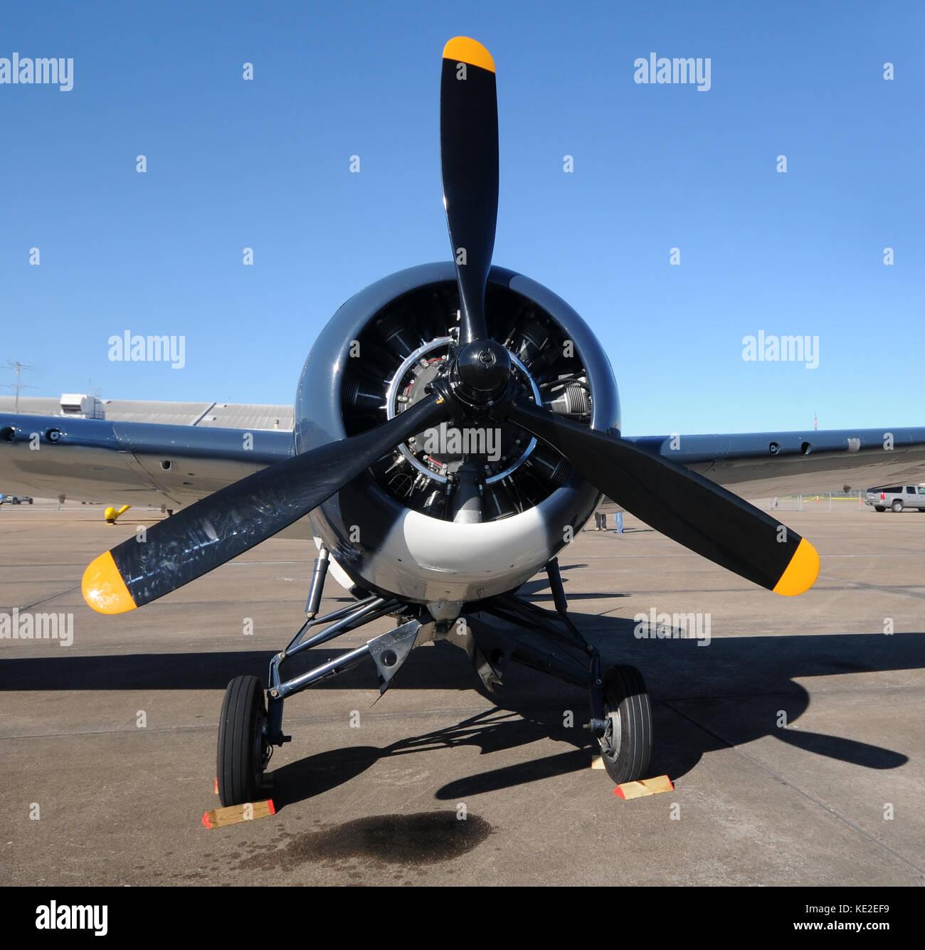 elica aereo  Retrò elica aereo vista frontale Foto & Immagine Stock: 163553805 ...