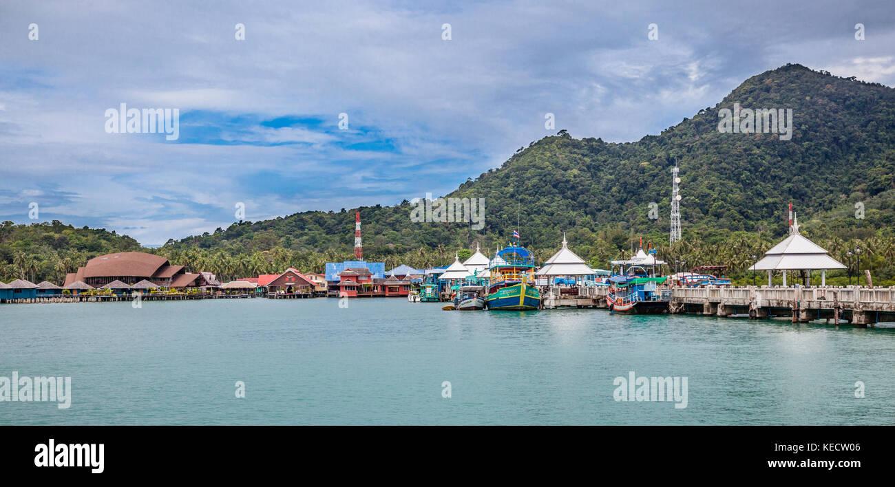 Thailandia, Trat Provincia, Koh Chang isola nel Golfo della Tailandia, Bangbao villaggio di pescatori e pier Immagini Stock