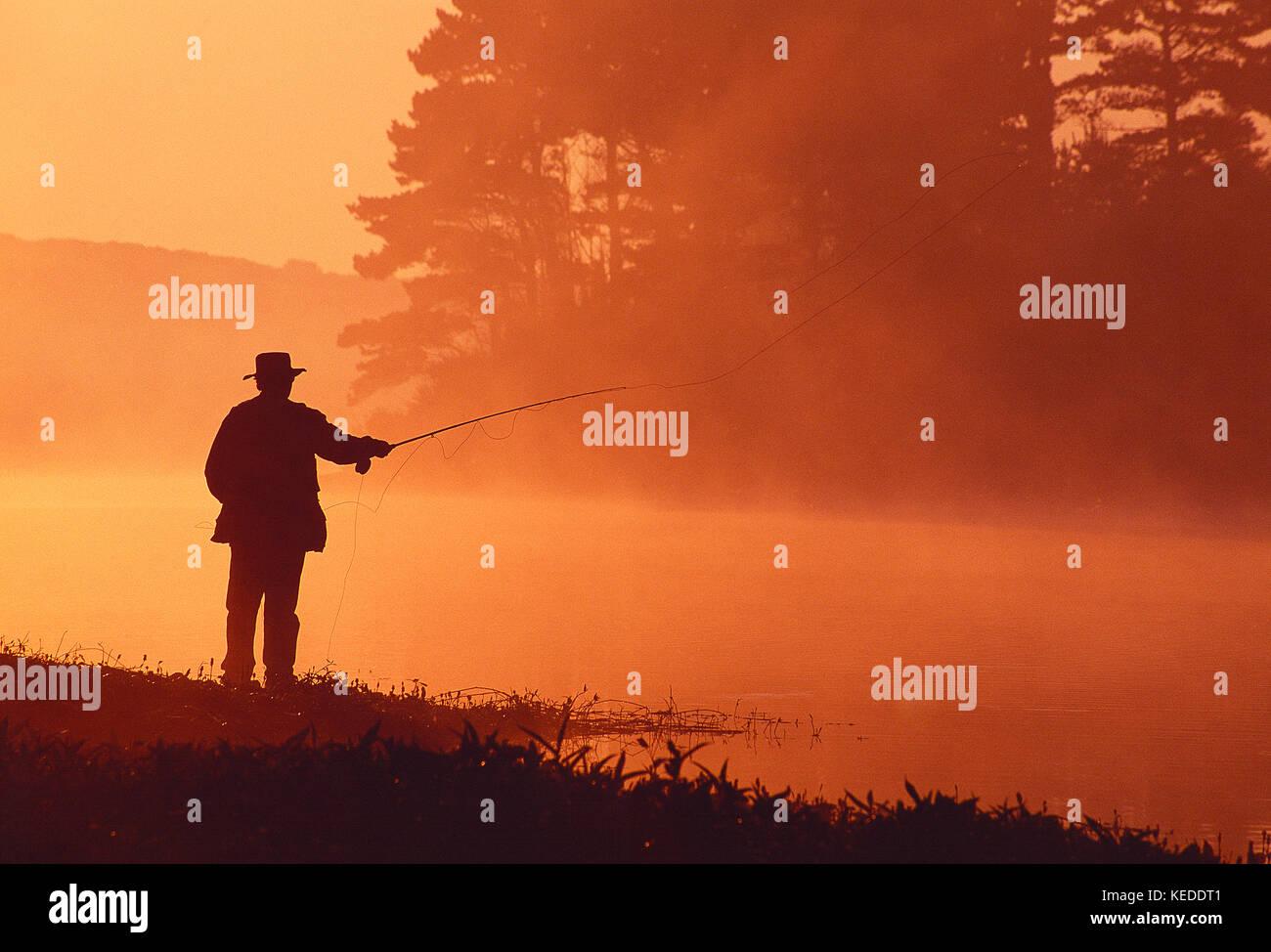 Sport. angling. l uomo di Pesca a Mosca Report di Pesca. a Guernsey isole del canale. Immagini Stock
