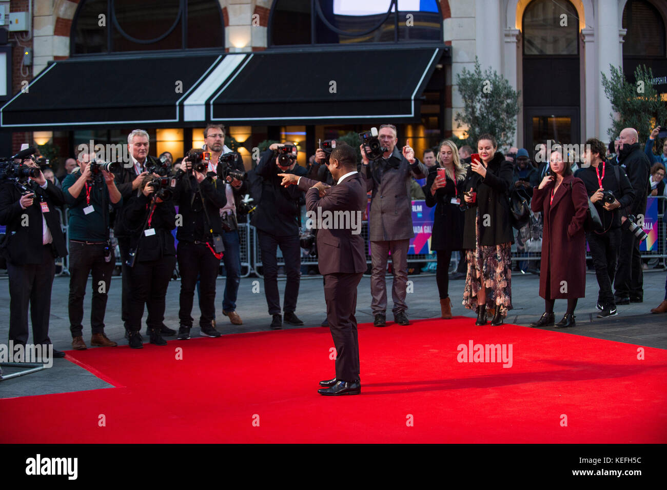 London.UK. Jason Mitchell alla Royal Bank of Canada Gala & European Premiere of 'Mudbound'. 61st BFI London Film Festival 5th Ottobre 2017 Ref:LMK386-S816-061017 Gary Mitchell/Landmark Media WWW.LMKMEDIA.COM Foto Stock