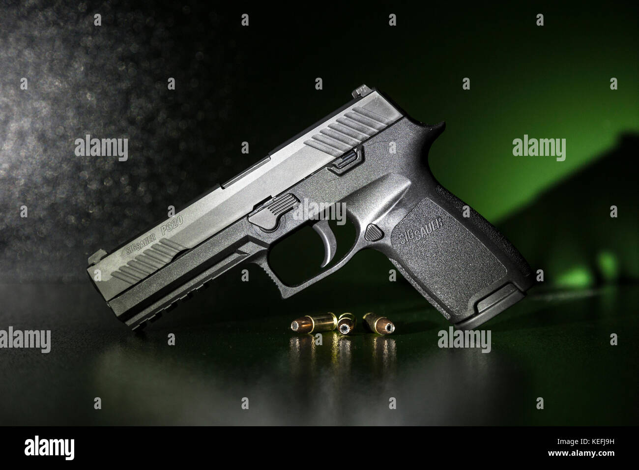 Pistola sig sauer p320 full-size 9mm Immagini Stock