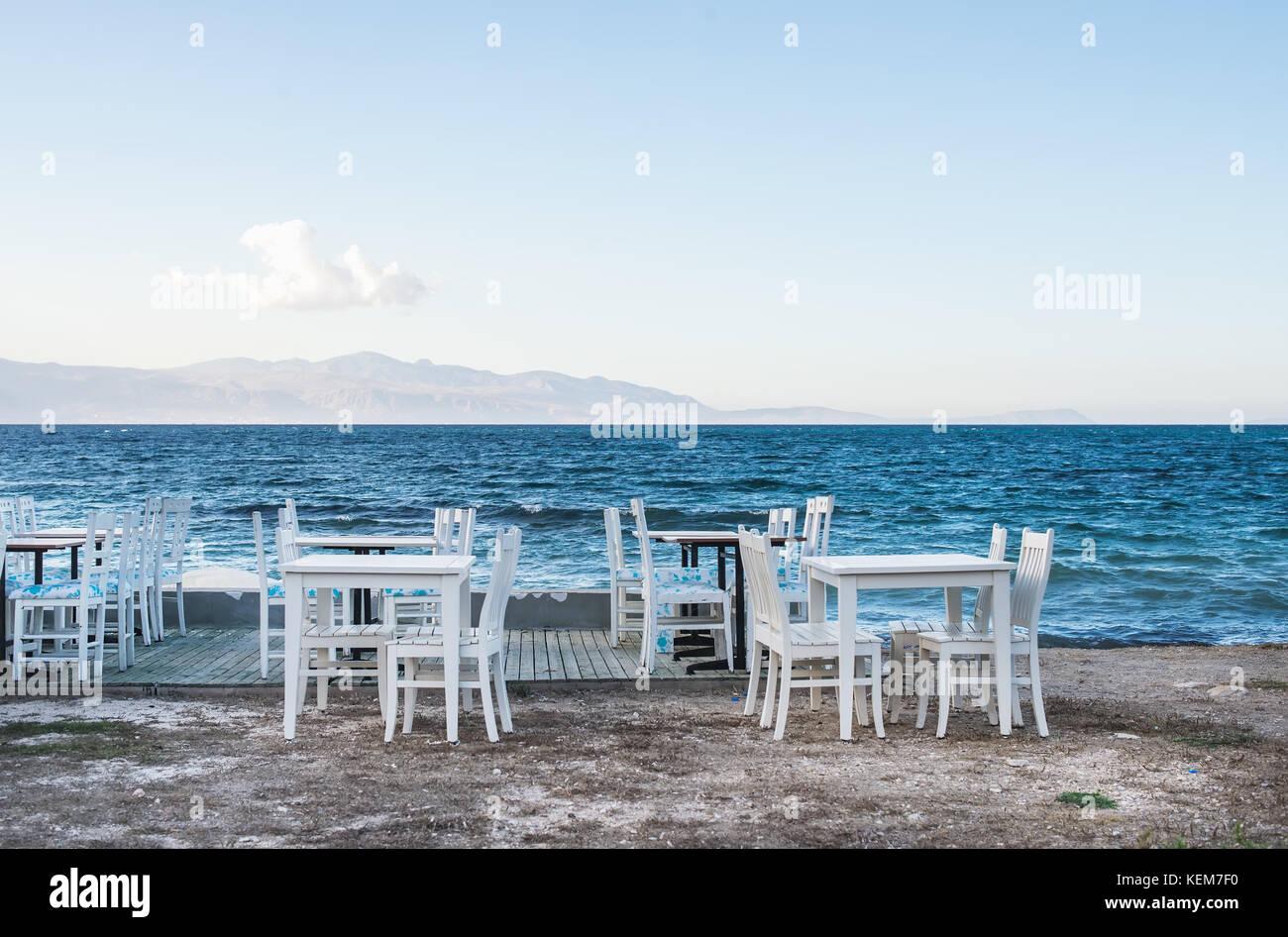 Mar Sedie E Tavoli.Le Sedie E I Tavoli In Vecchi Cafe Vicino Al Mare