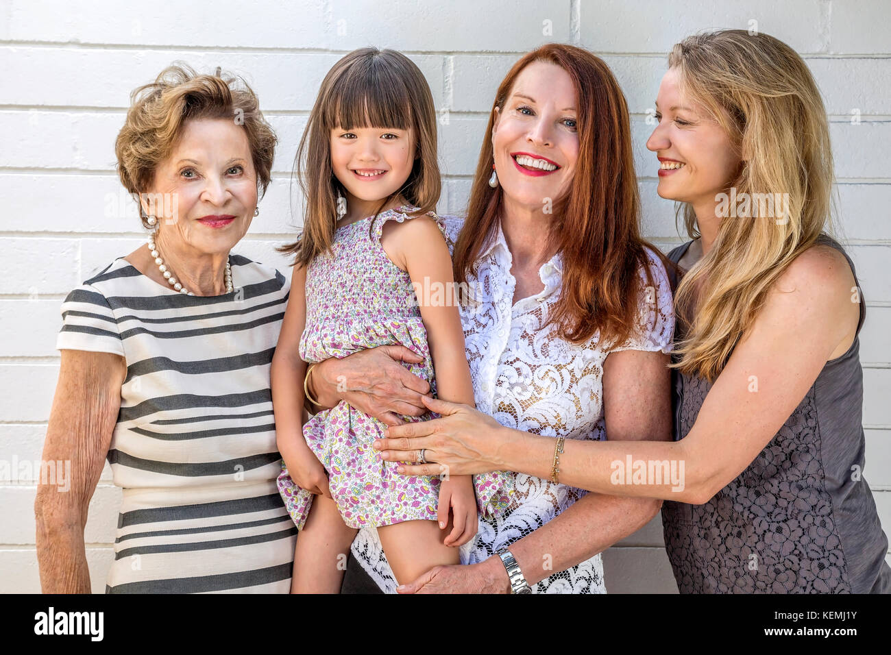 Una famiglia di quattro generazioni di femmine Foto Stock