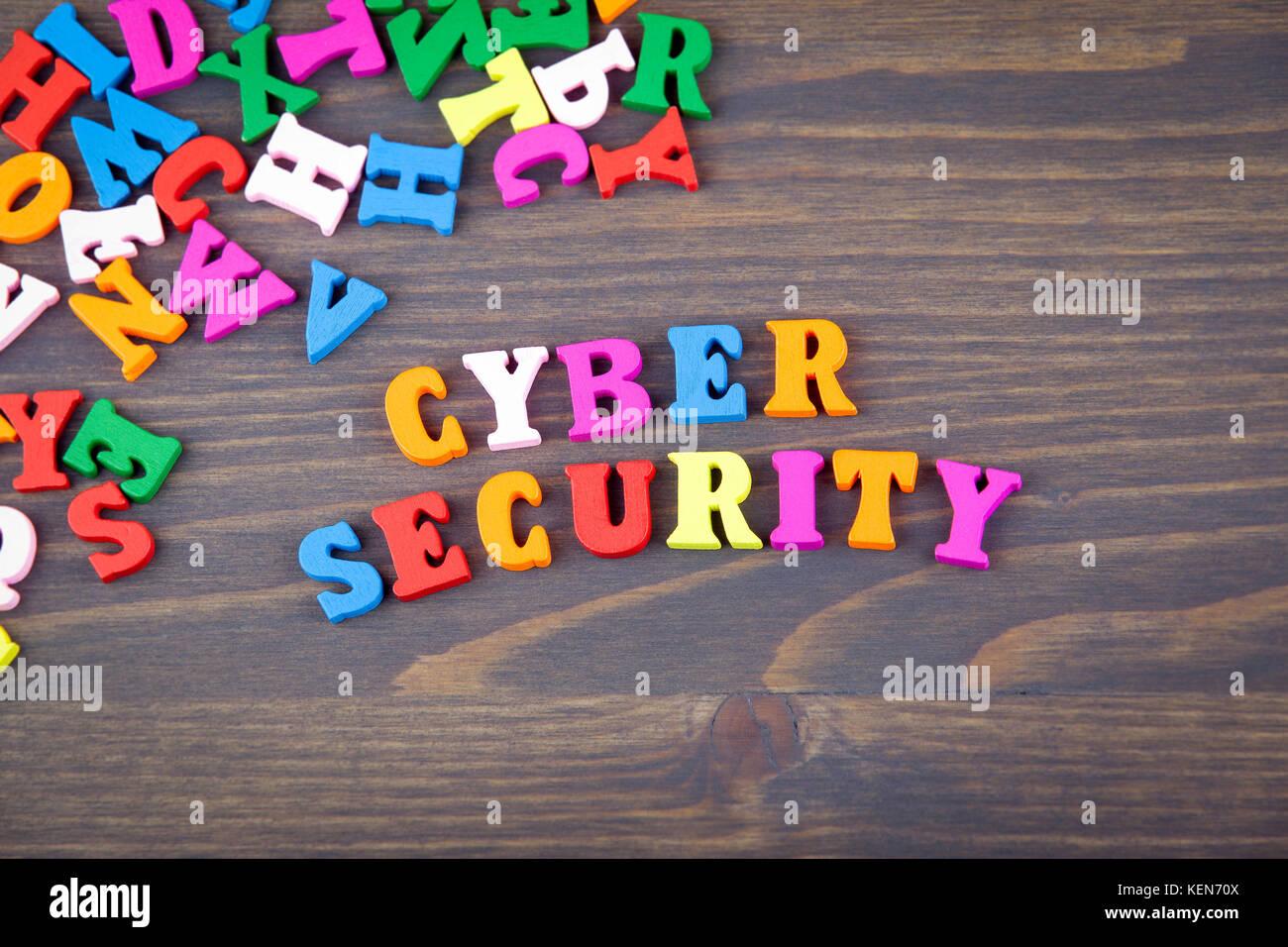 Lettere Di Legno Colorate : Cyber security vari di legno colorato lettere su una piastra