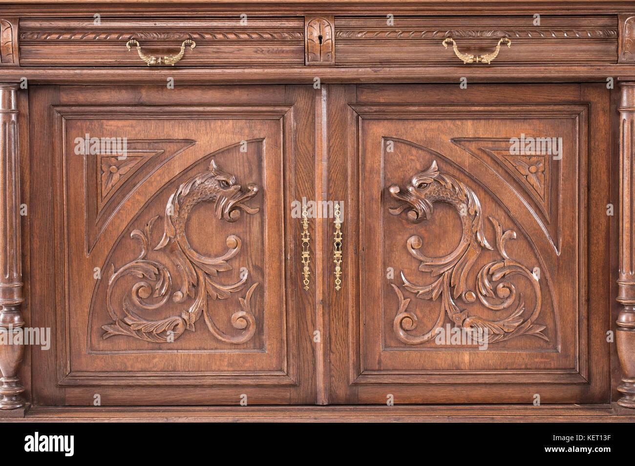 Credenza Da Cucina In Legno : Parte della cucina antica credenza come esempio di bella incisione